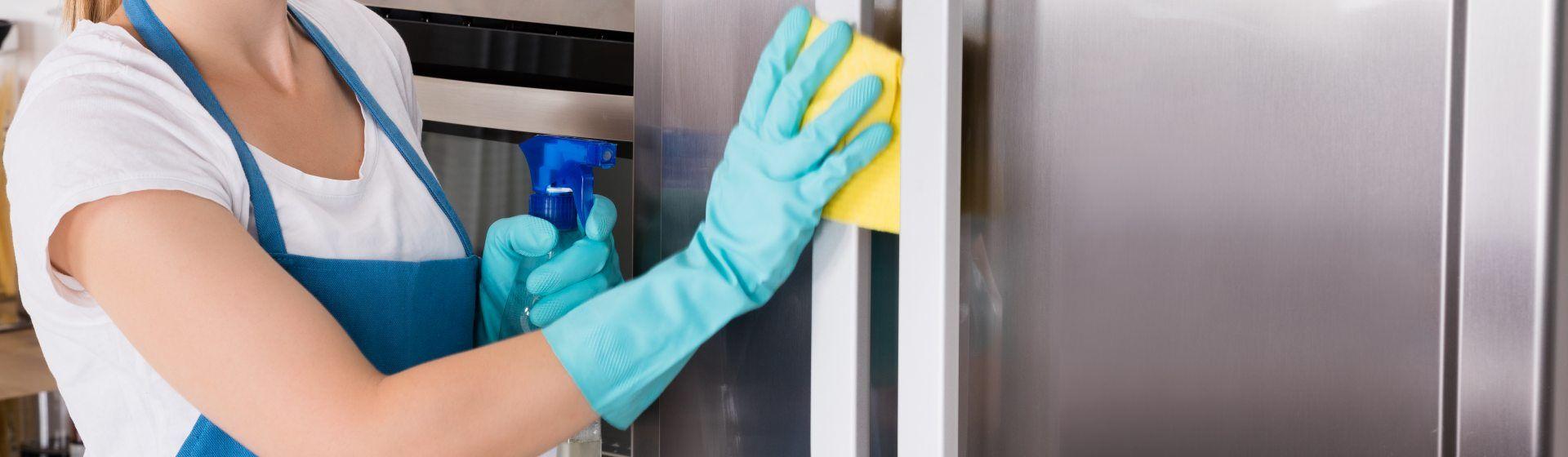 Como limpar geladeira de inox: confira o passo a passo