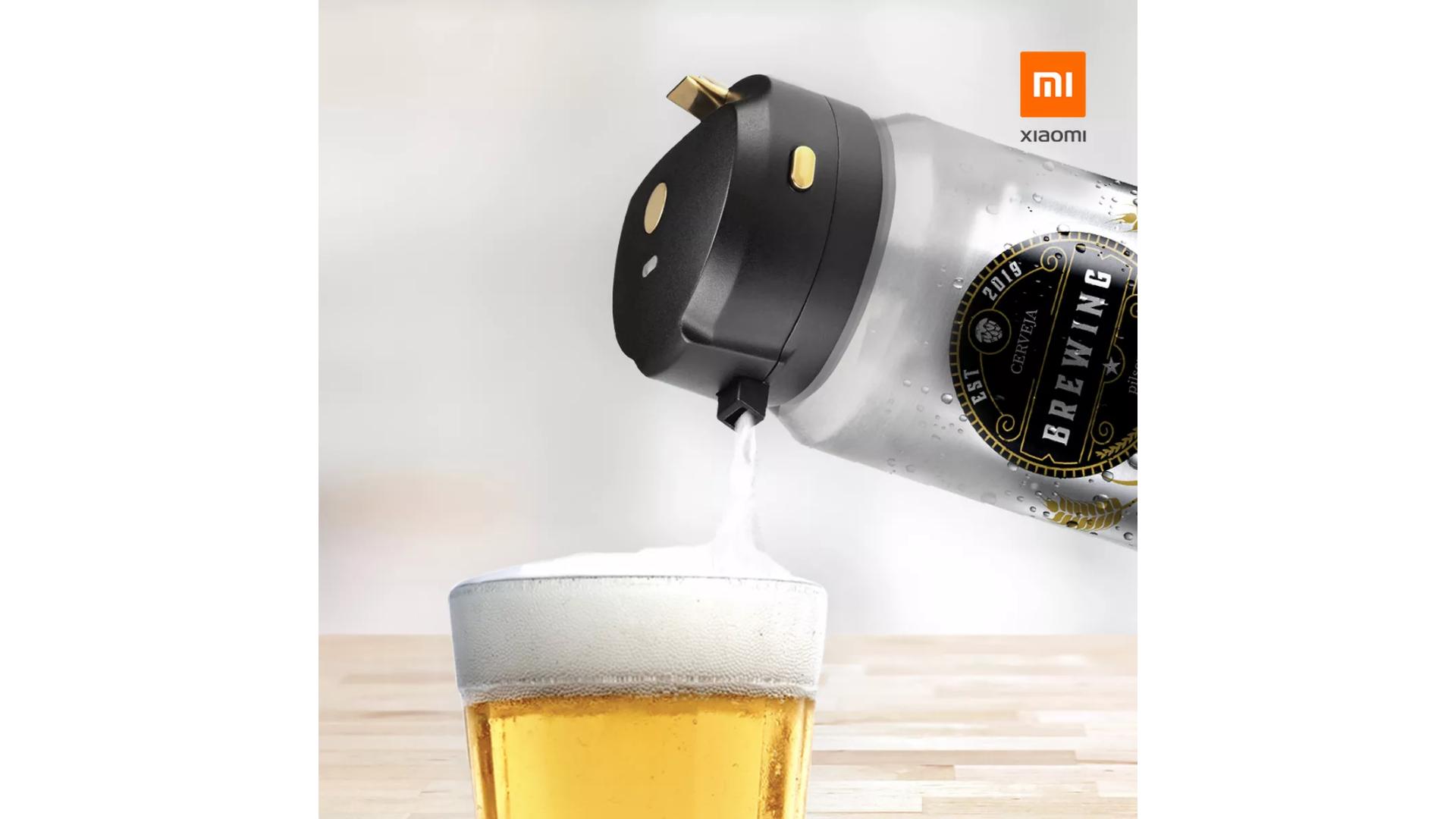 A marca Xiaomi conta com uma chopeira portátil em seu catálogo de produtos. Para usá-la, basta encaixar na lata ou garrafa de cerveja. (Imagem: Divulgação/Xiaomi)