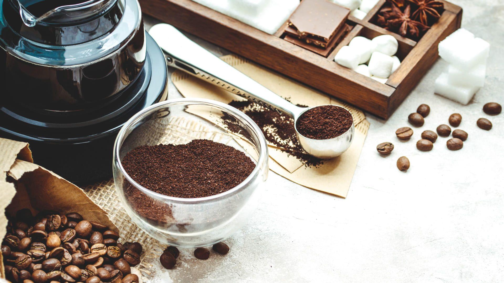 Confira o passo a passo para fazer café na cafeteira elétrica (Foto: Shutterstock)
