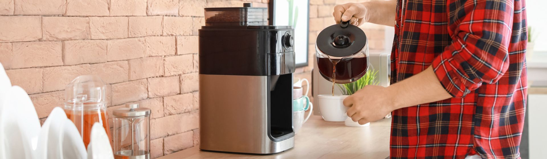 Como fazer café na cafeteira elétrica? Passo a passo + 5 dicas