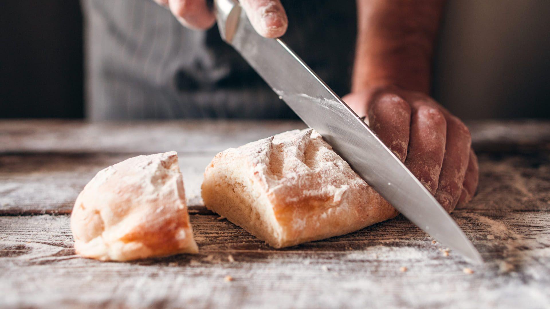Depois é só saborear essa receita de pão caseiro de liquidificador! 😋 (Foto: Shutterstock)