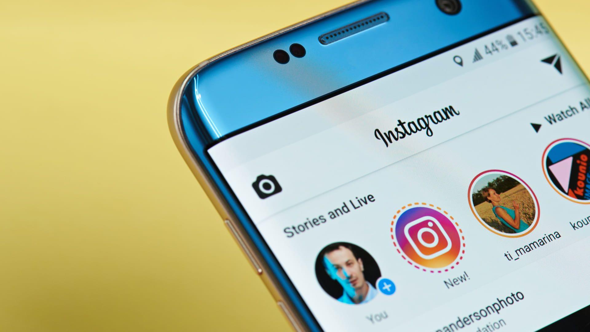 Saiba como salvar foto do Instagram no seu celular e computador! (Foto: wichayada suwanachun / Shutterstock.com)