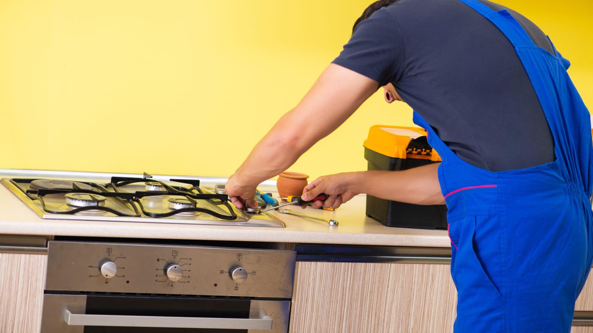 Já aconteceu de o seu fogão dar defeito e o conserto não valer a pena? (Foto: Shutterstock)