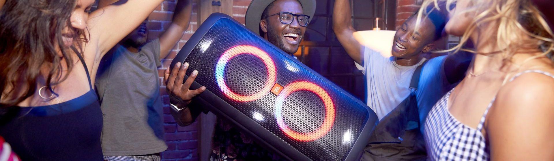 JBL PartyBox 300: veja a análise de ficha técnica da caixa de som