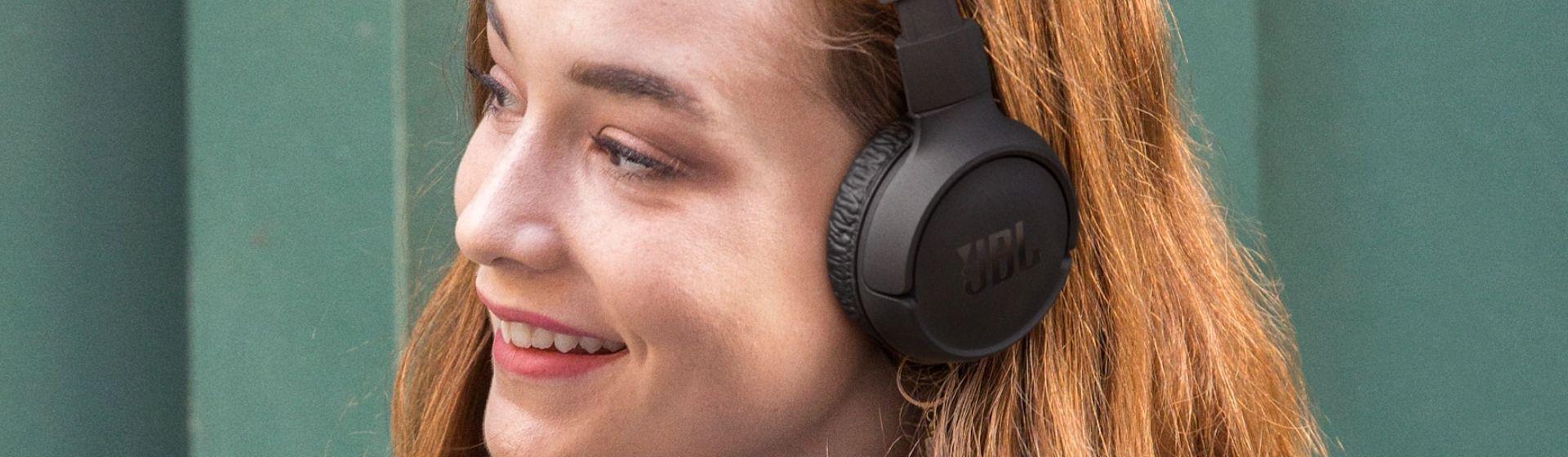 JBL Tune 510BT: fone de ouvido promete até 40h de autonomia de bateria