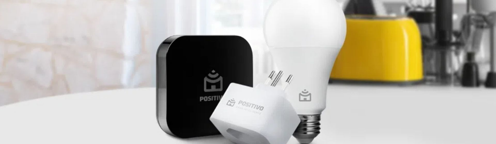 Kit casa conectada lâmpada Positivo: vale a pena? Veja a análise de ficha técnica