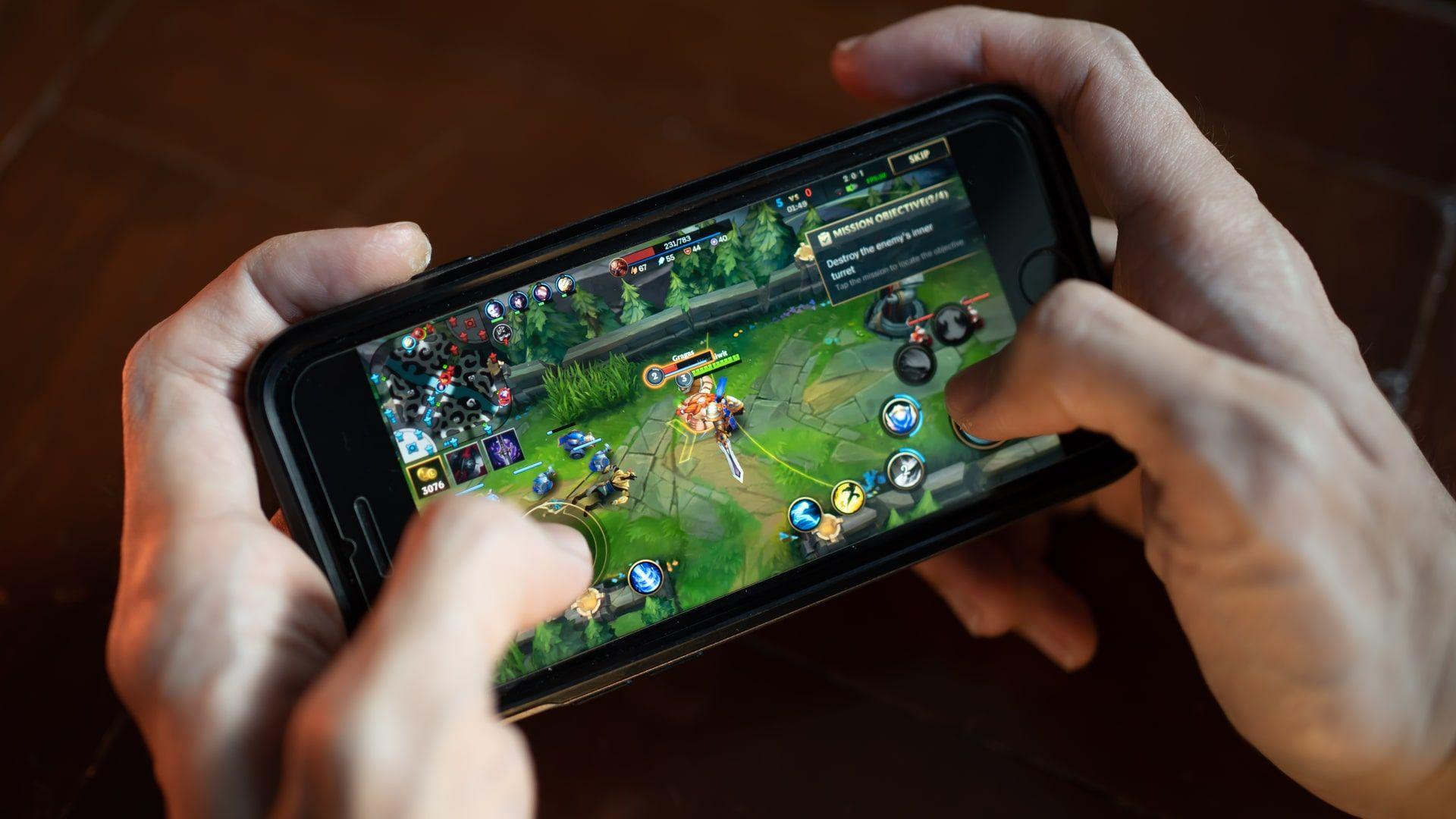 Wild Rift é uma ótima opção entre os jogos online para celular para os amantes de LoL (Foto: Shutterstock)