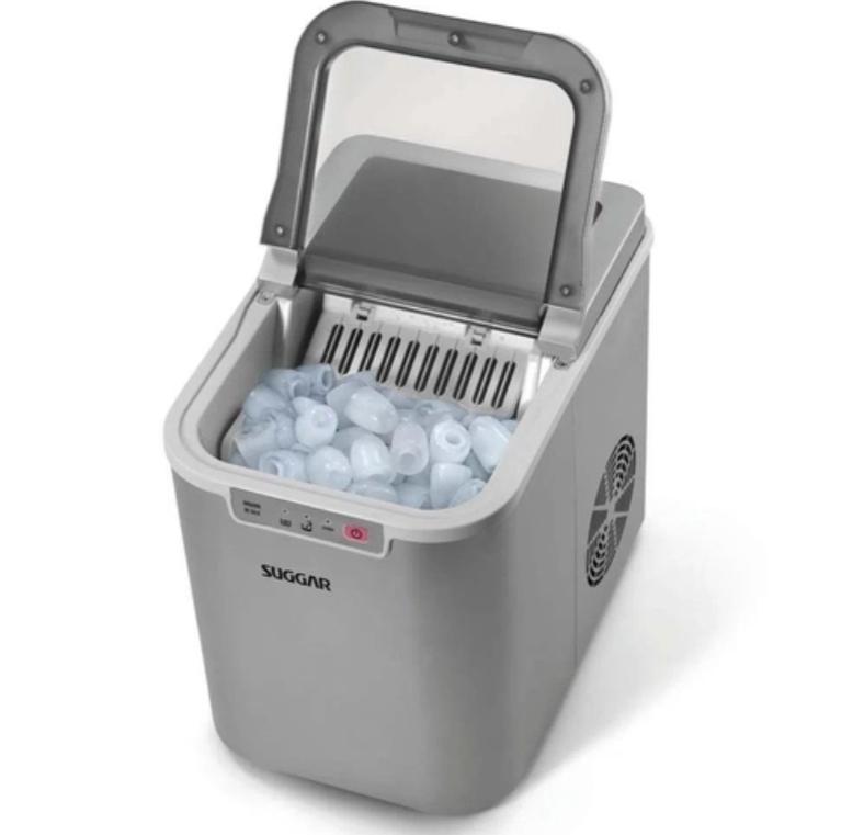 Essa máquina de gelo Suggar tem amanho compacto e deve ser usada em casa