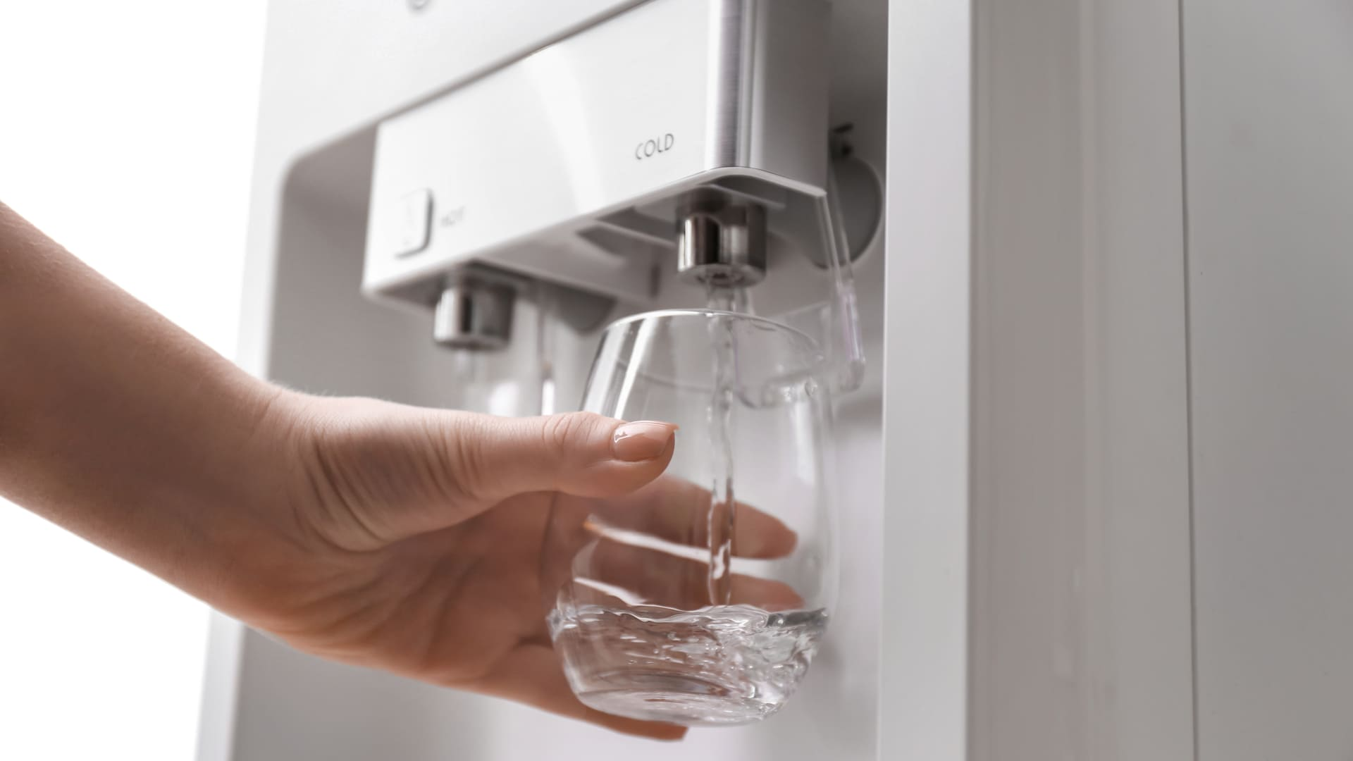 Confira a lista e encontre o melhor purificador de água de 2021 (Imagem: Reprodução/Shutterstock)