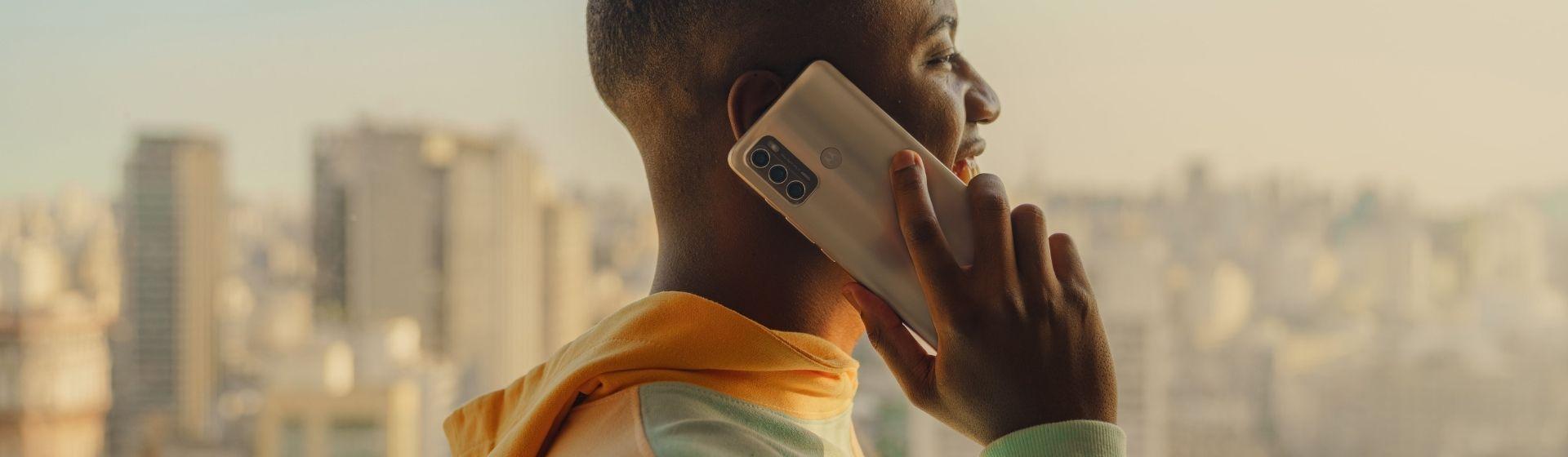Moto G60: Motorola lança celular intermediário com câmera de 108 MP