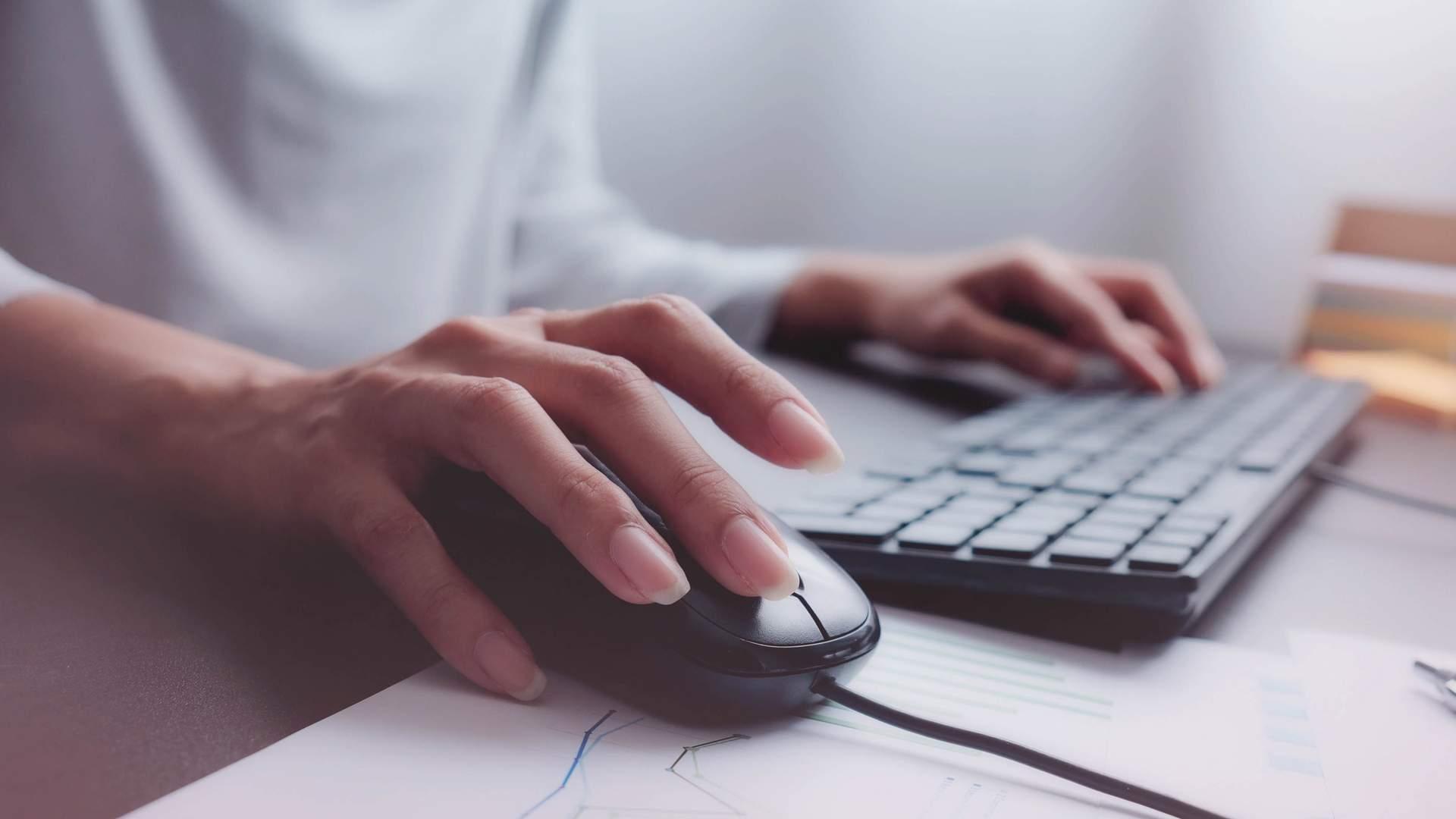 O mouse e o teclado são itens essenciais em um computador de mesa e muitos os preferem mesmo usando um notebook (Fonte: Shutterstock/Ratta Lapnan)