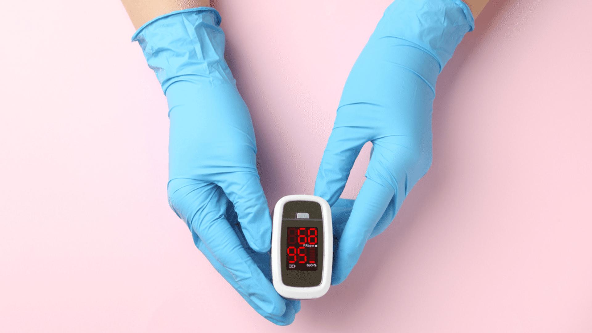 O oxímetro também pode ler a frequência cardíaca (Imagem: Reprodução/Shutterstock)