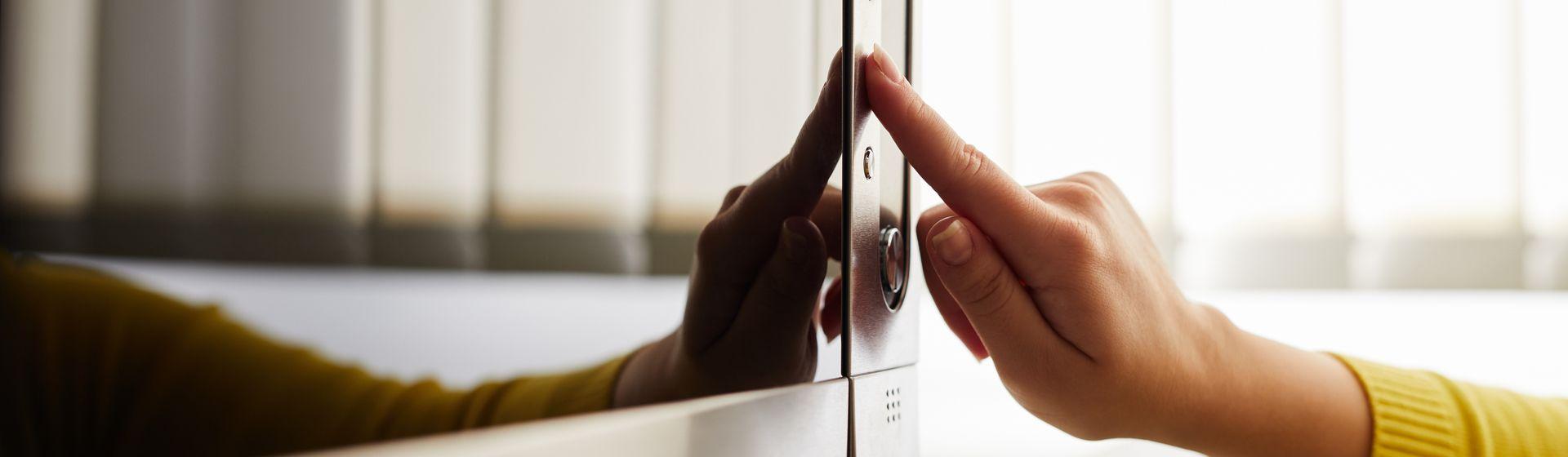 Posso colocar o micro-ondas em cima da geladeira?
