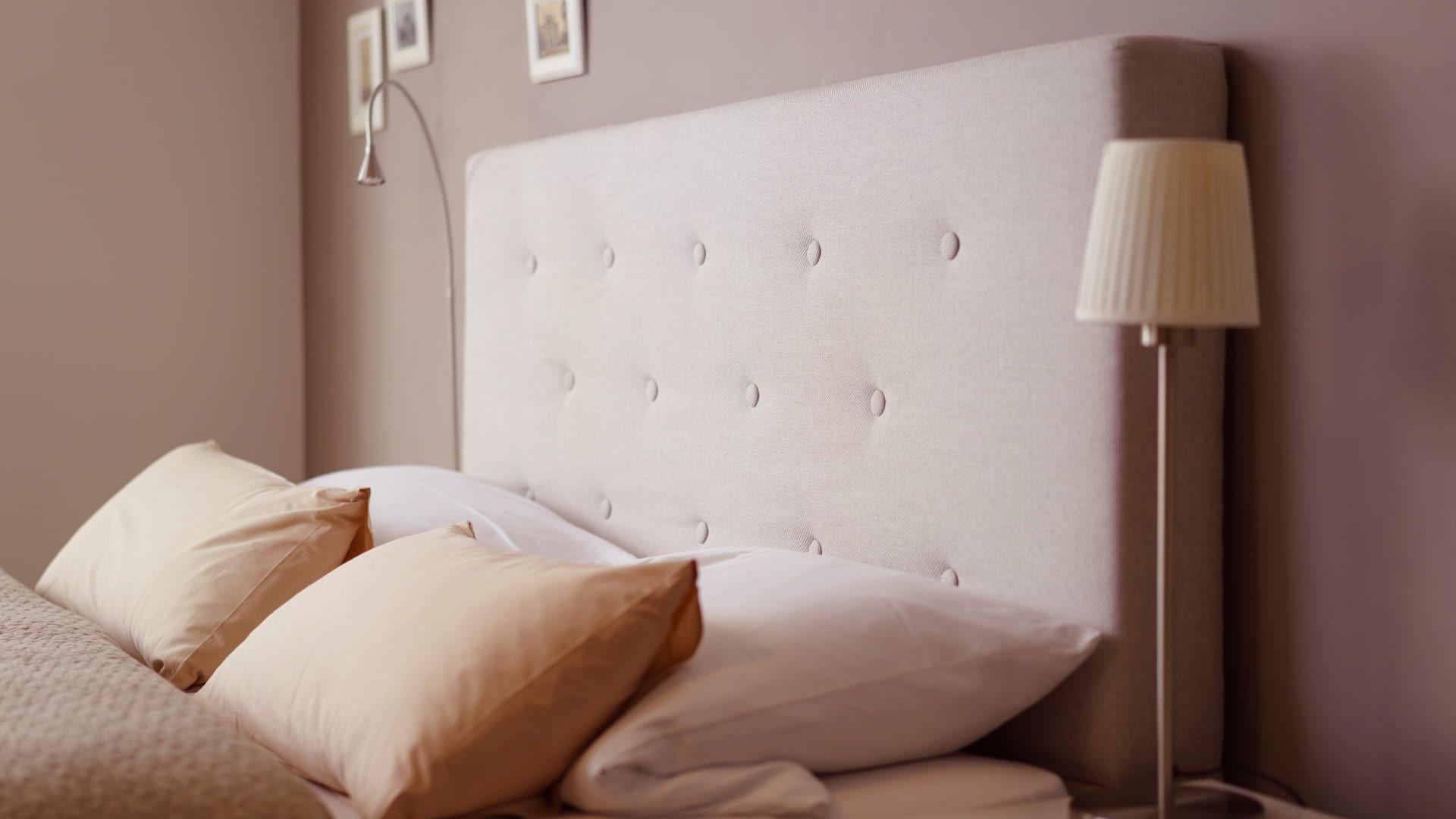As cabeceiras deixam o quarto mais estiloso, além de mais confortável. (Imagem: Reprodução/Shutterstock)