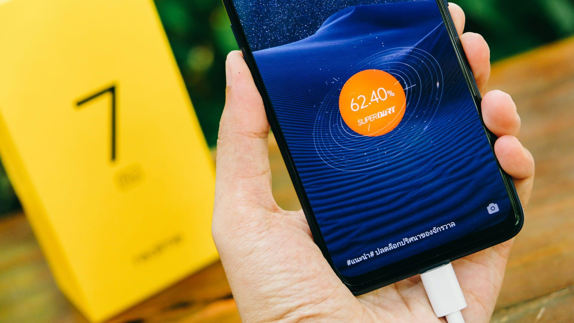 A bateria do Realme 7 Pro conta com carregador Super Dart. (Foto: Shutterstock)