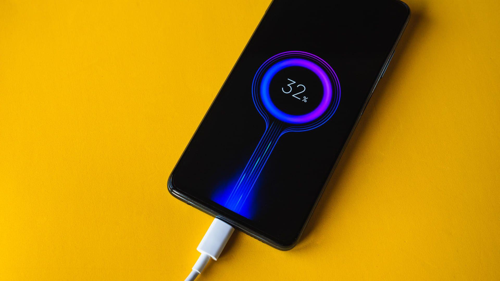 Ao todo são 5.160 mAh de capacidade de bateria para o Poco X3 (Foto: Shutterstock)