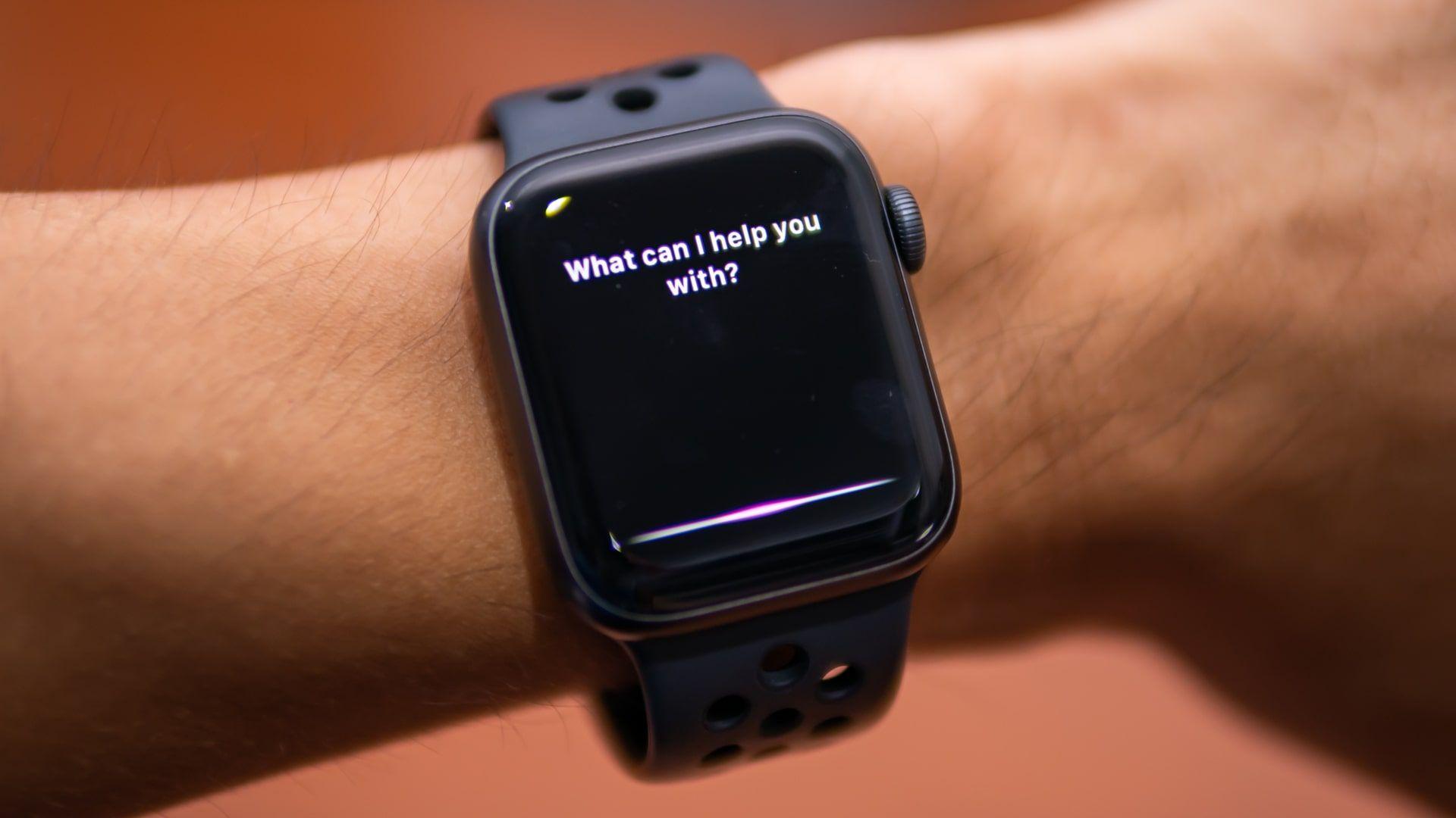 E aí, Siri: assistente funciona em outros dispositivos Apple, como o Apple Watch (Foto: Shutterstock)