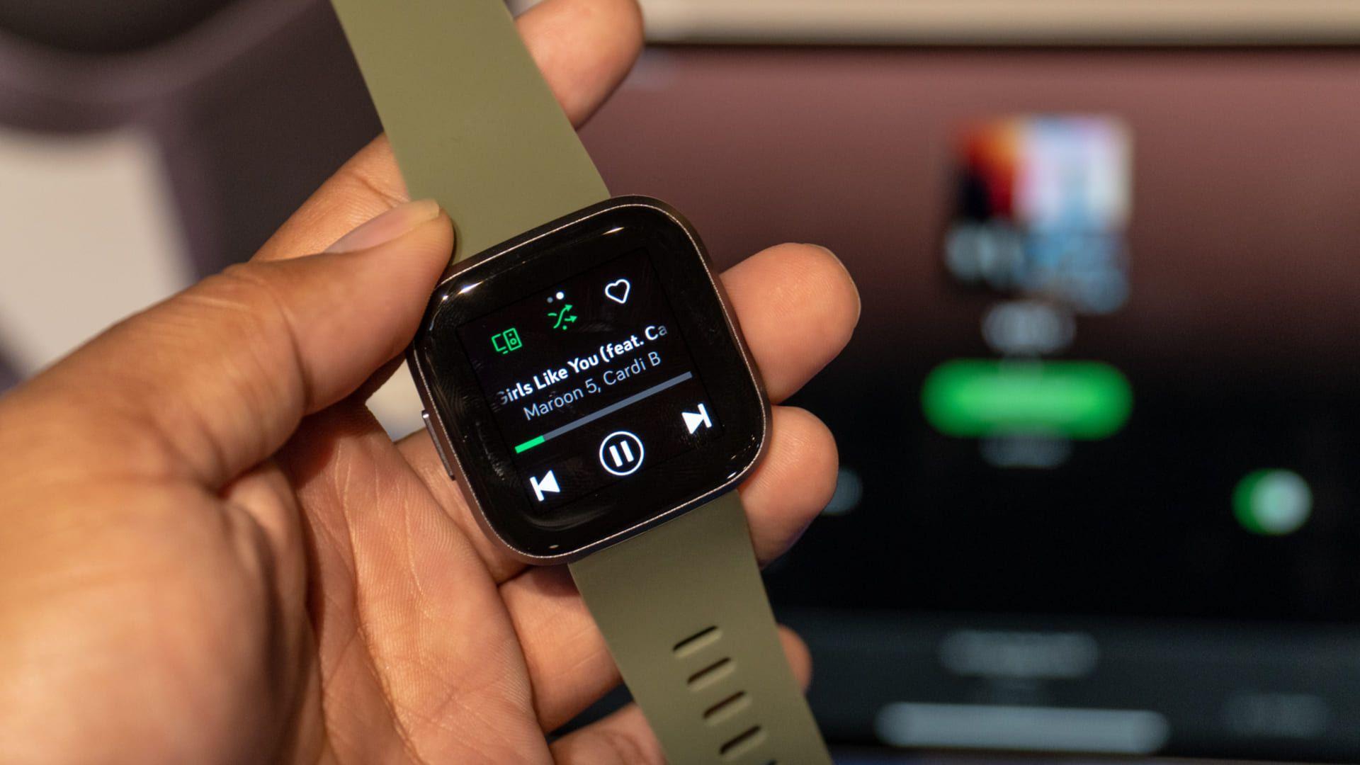 Baixar Spotify no smartwatch é bem simples (Foto: Lukmanazis / Shutterstock