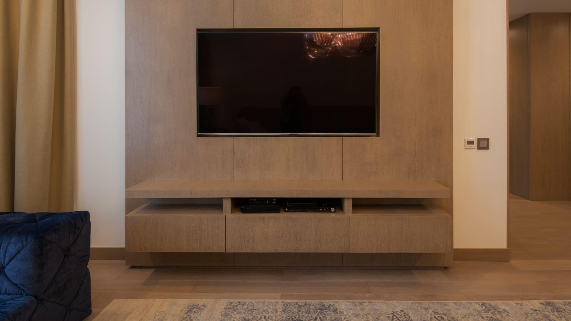 O tamanho do painel para TV deve ser escolhido de acordo com o tamanho da televisão! (Imagem: Reprodução/Shutterstock)