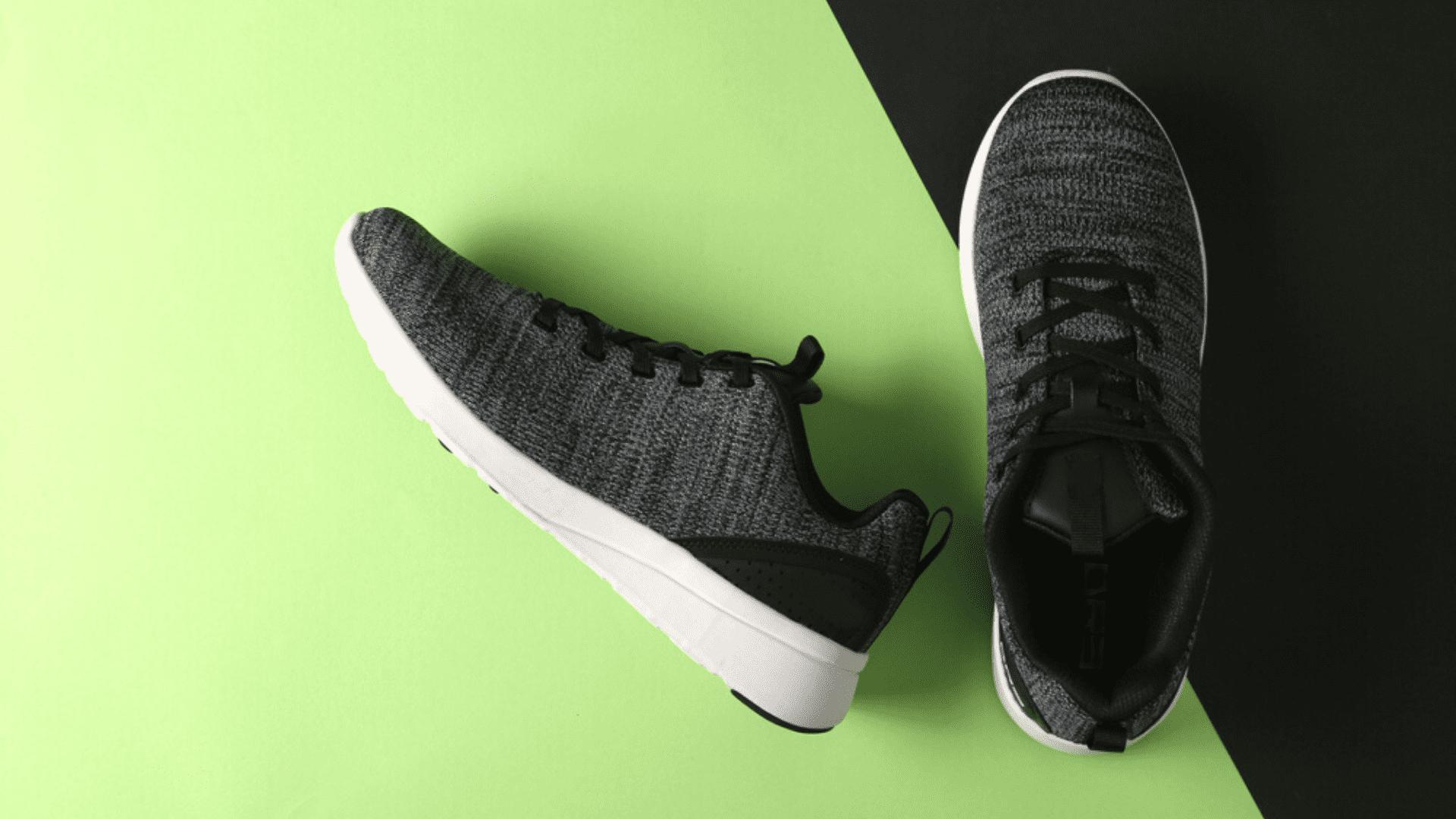 Veja quais foram os tênis para caminhada mais vendidos no Zoom em março de 2021! (Imagem: Reprodução/Shutterstock)
