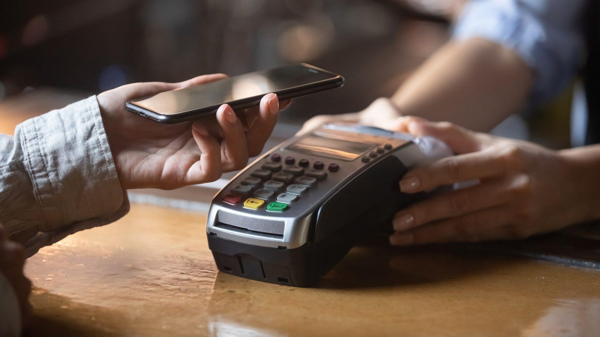 Como transferir arquivos do celular para o PC: NFC é muito usado para pagamentos, mas também permite passar arquivos para o PC (Foto: Shutterstock)