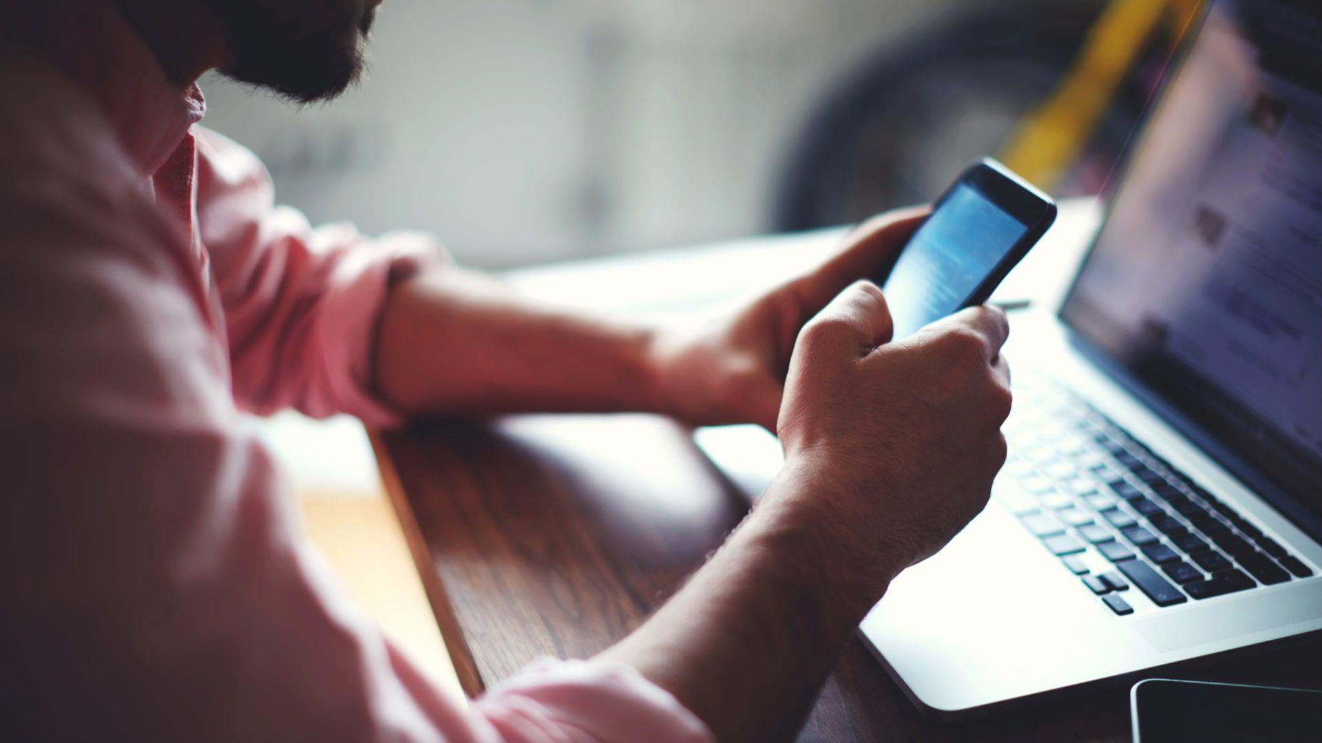 Como passar música do celular para o pendrive: procedimento exige a ajuda do PC (Foto: Shutterstock)