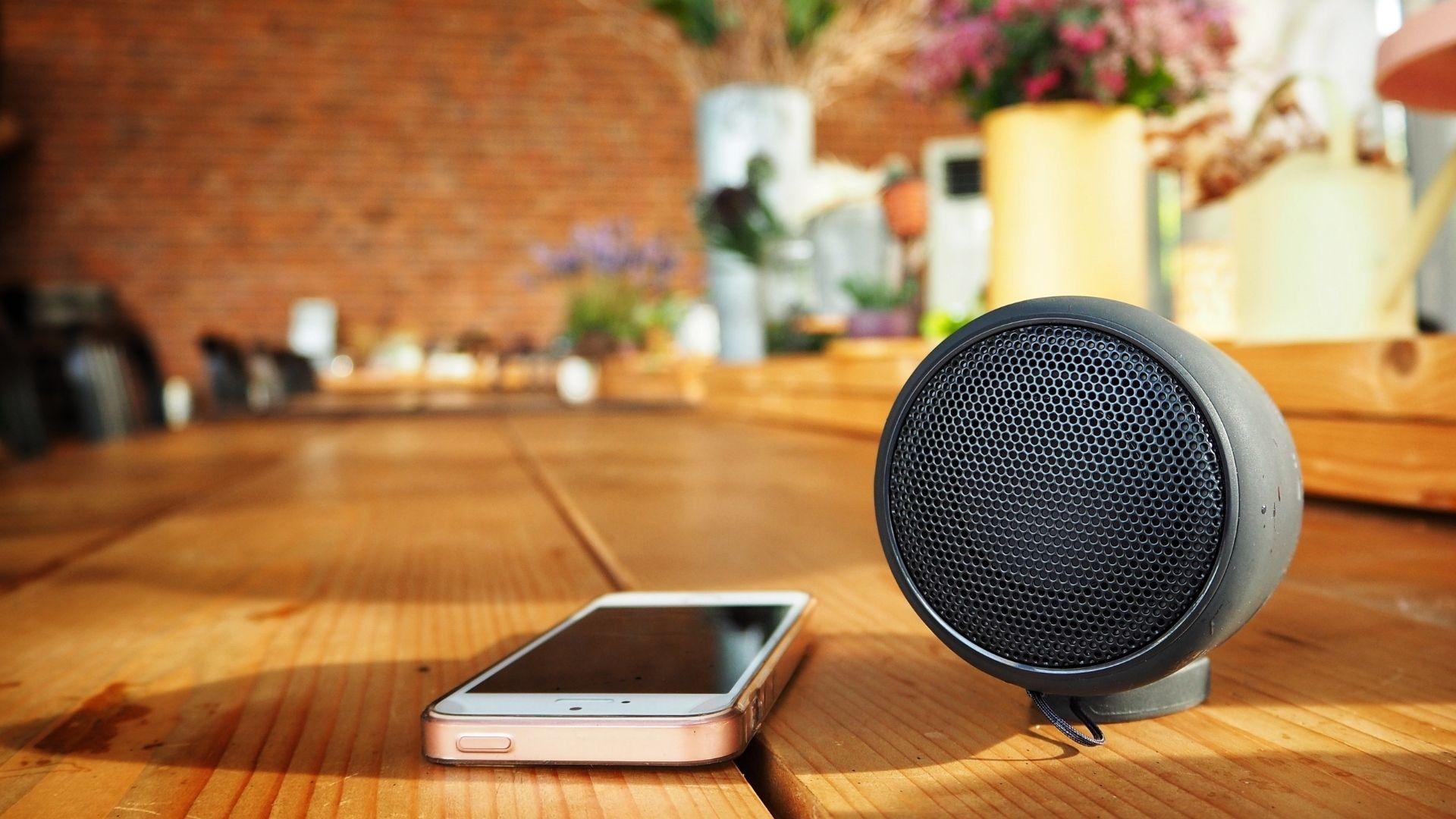 Bluetooth nos acompanha diariamente, das tarefas mais simples às essenciais, e está presentes em celulares, caixas de som e outros (Foto: Shutterstock)