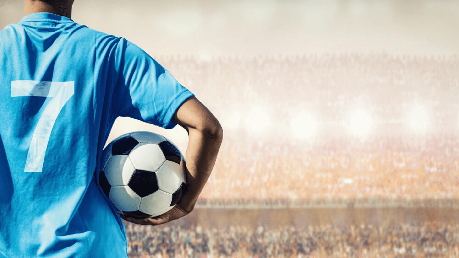 Veja as camisas de times brasileiros lançadas em 2021! (Imagem: Reprodução/Shutterstock)