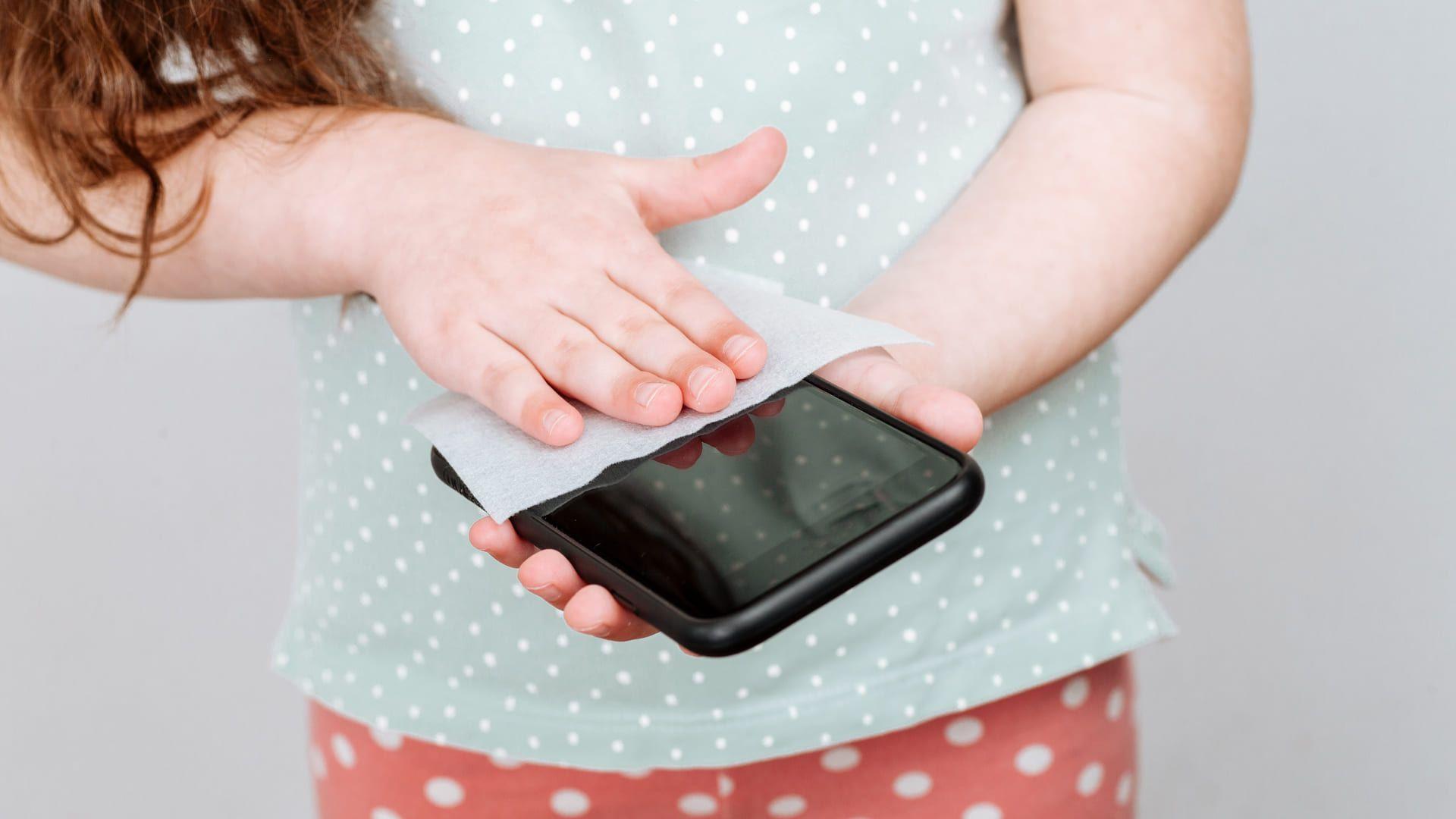 Como tirar água do celular? Seque ele bem (Foto: Shutterstock)