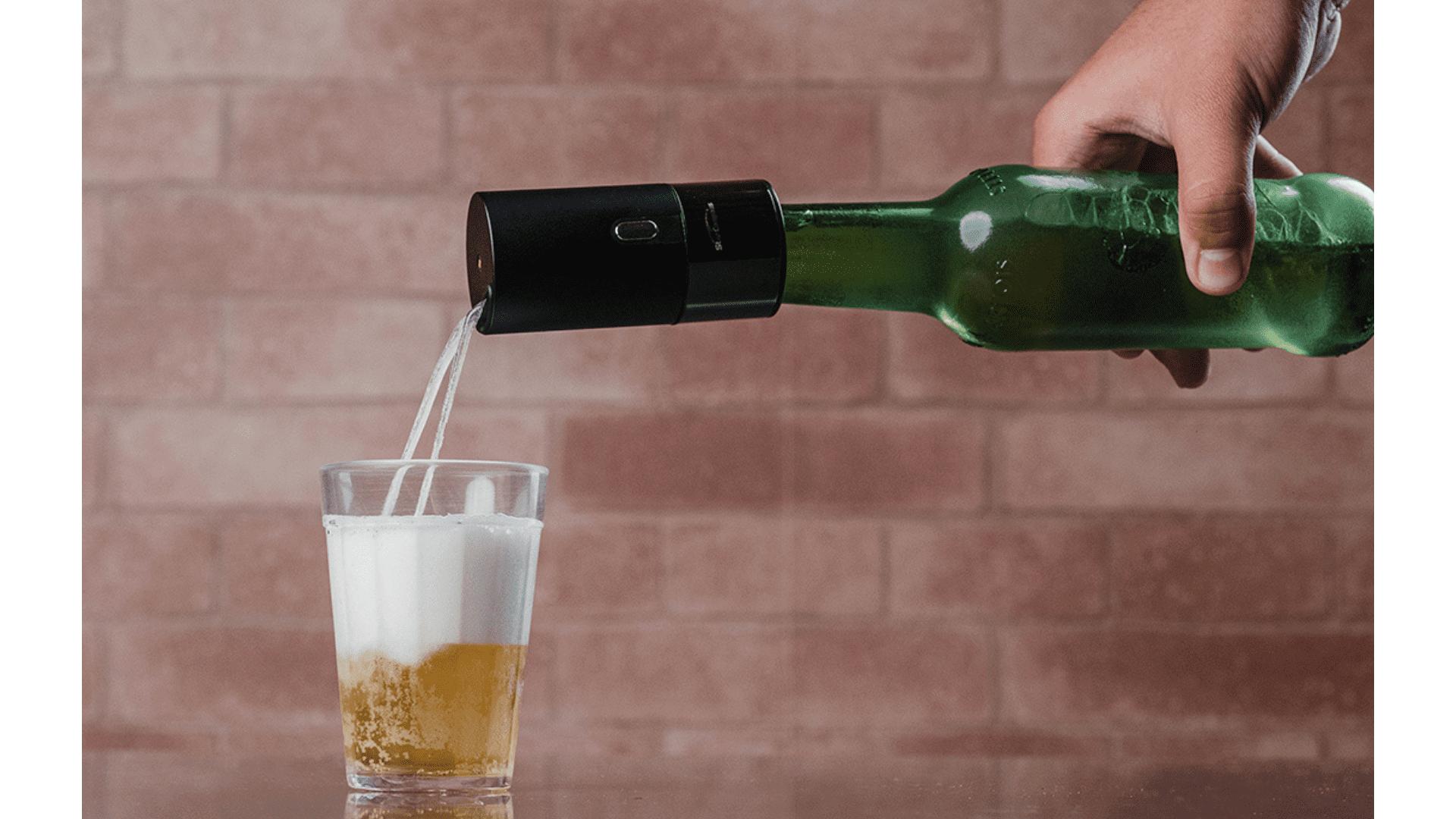 Com algumas tentativas, dá para pegar o jeito e equilibrar corretamente o nível de cerveja e espuma. (Foto: Zoom)