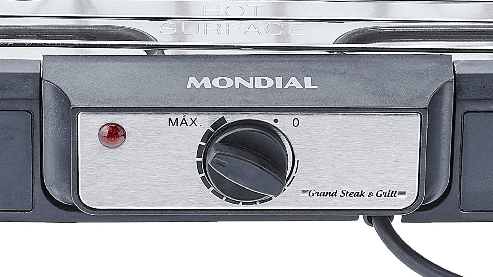 O painel da churrasqueira elétrica da Mondial vem com um botão regulador de temperatura e um aviso luminoso de funcionamento. (Imagem: Divulgação/Mondial)