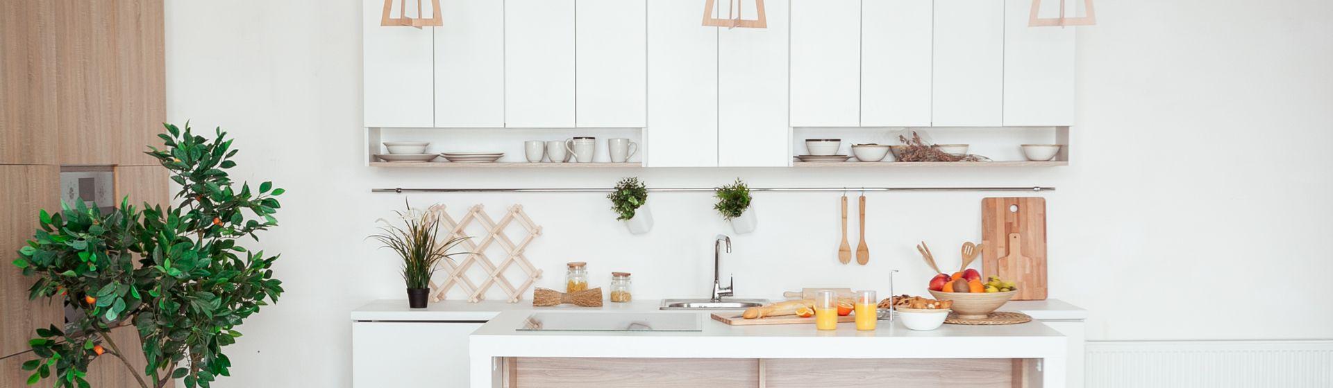 Cozinha planejada pequena: 4 ideias para organizar o espaço