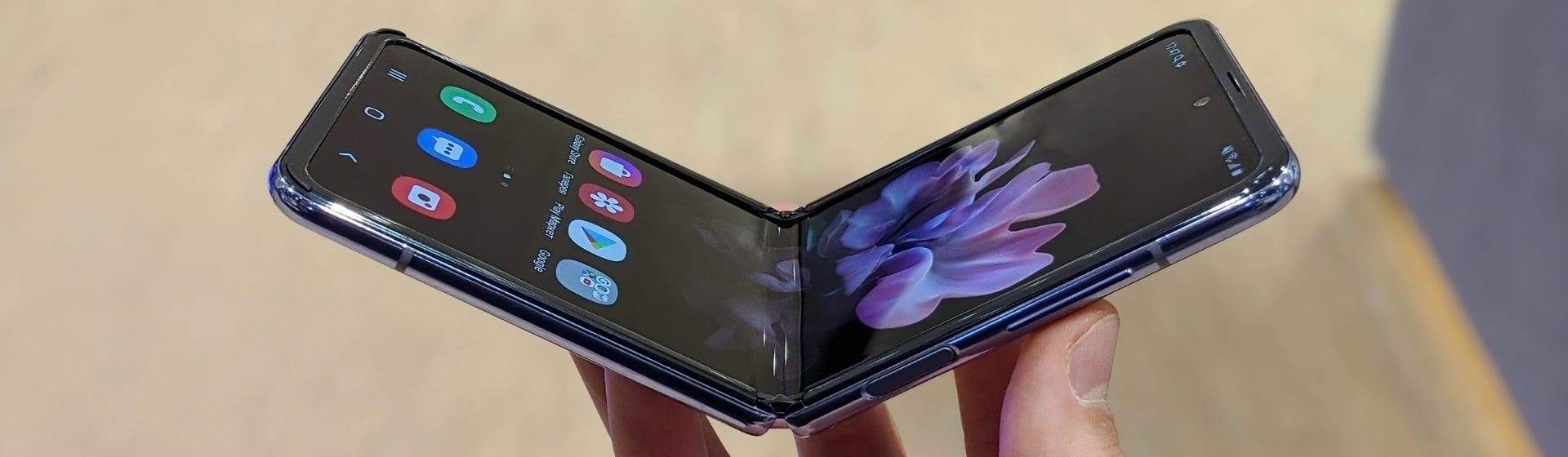 Galaxy Z Flip é bom? Tudo sobre o celular dobrável