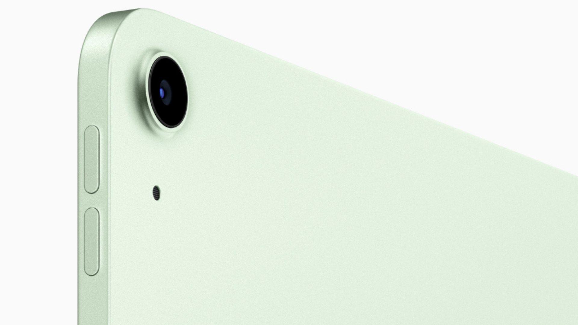 iPad Air 4 conta com uma câmera de 12 MP e grava vídeos em 4K. (Imagem: Divulgação/Apple)