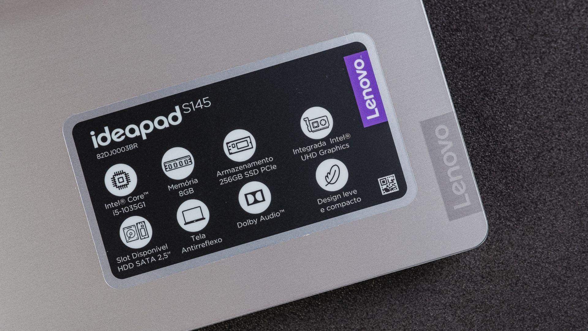 As especificações técnicas do Lenovo IdeaPad S145 i5 8GB SSD estão em um adesivo que vem com o aparelho (Foto: Zoom)