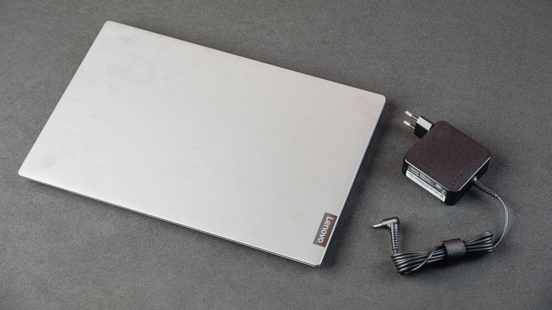 Já dá pra ver, com o notebook na caixa, como seu design é fino (Foto: Zoom)