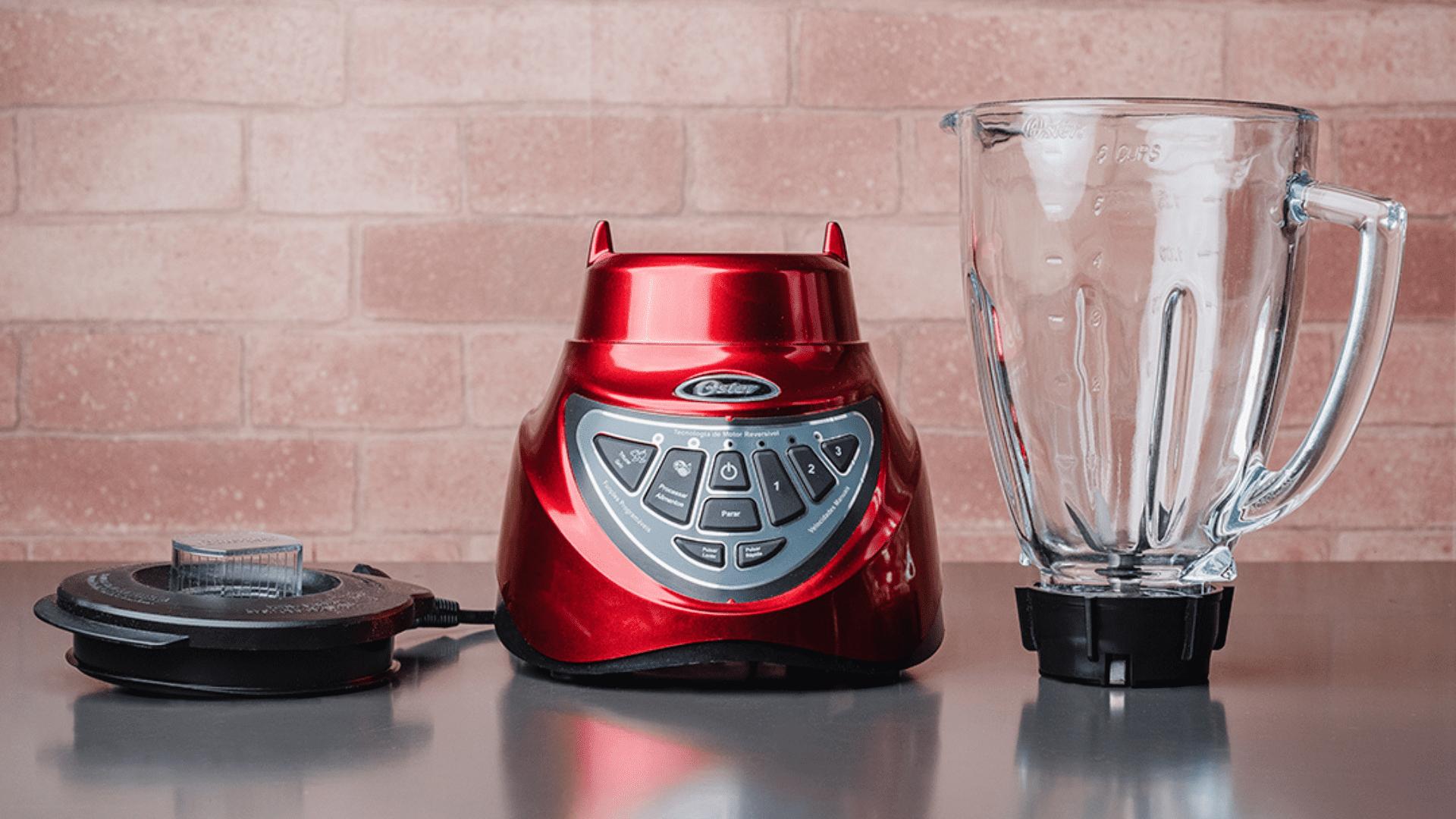 A jarra do Oster New Reverse é de vidro, enquanto a base é de plástico (Foto: Zoom)