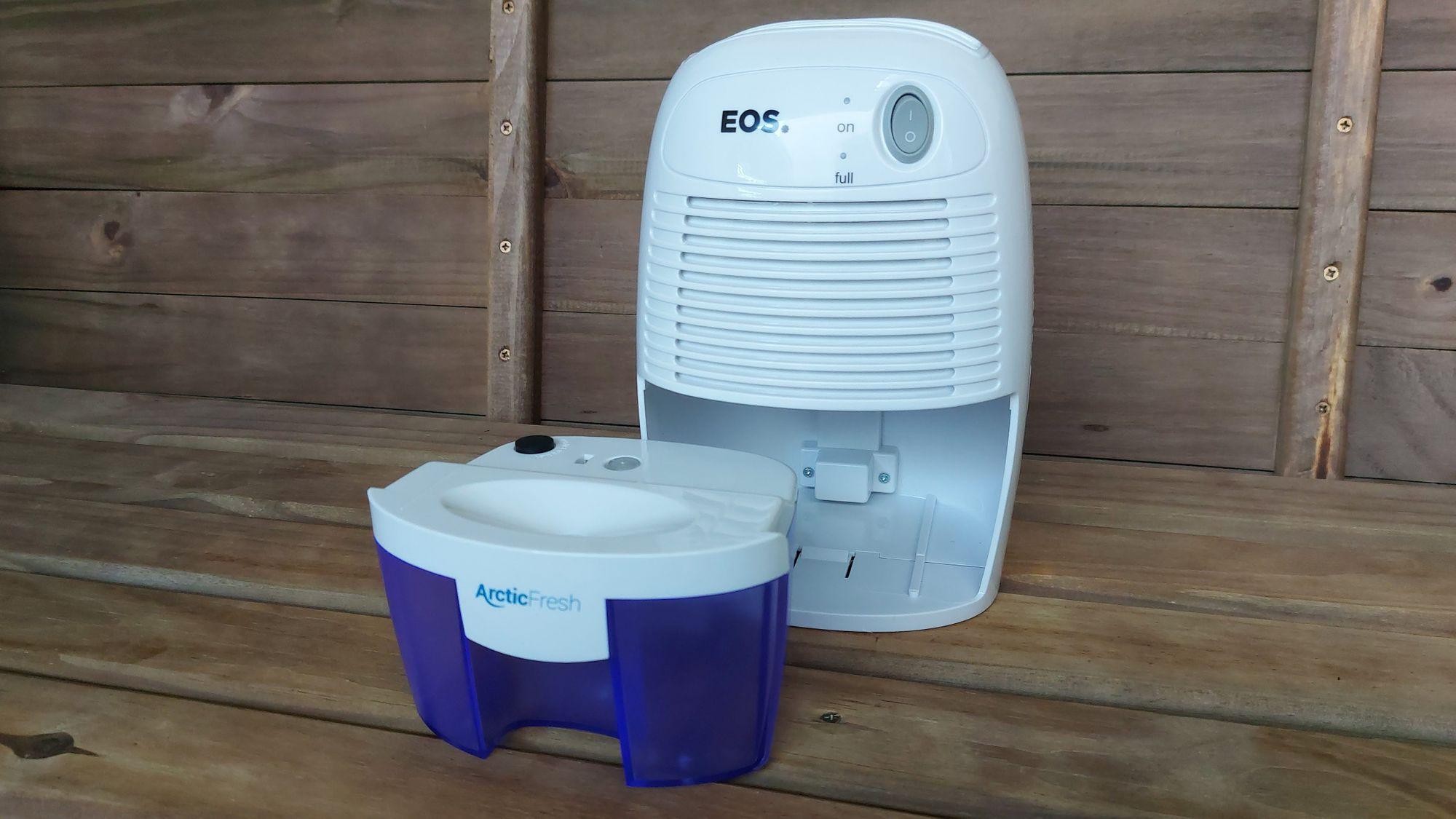 O desumidificador de ar antimofo EOS Arctic Fresh é pequeno e eficiente (Foto: Ariel Cristina Borges)