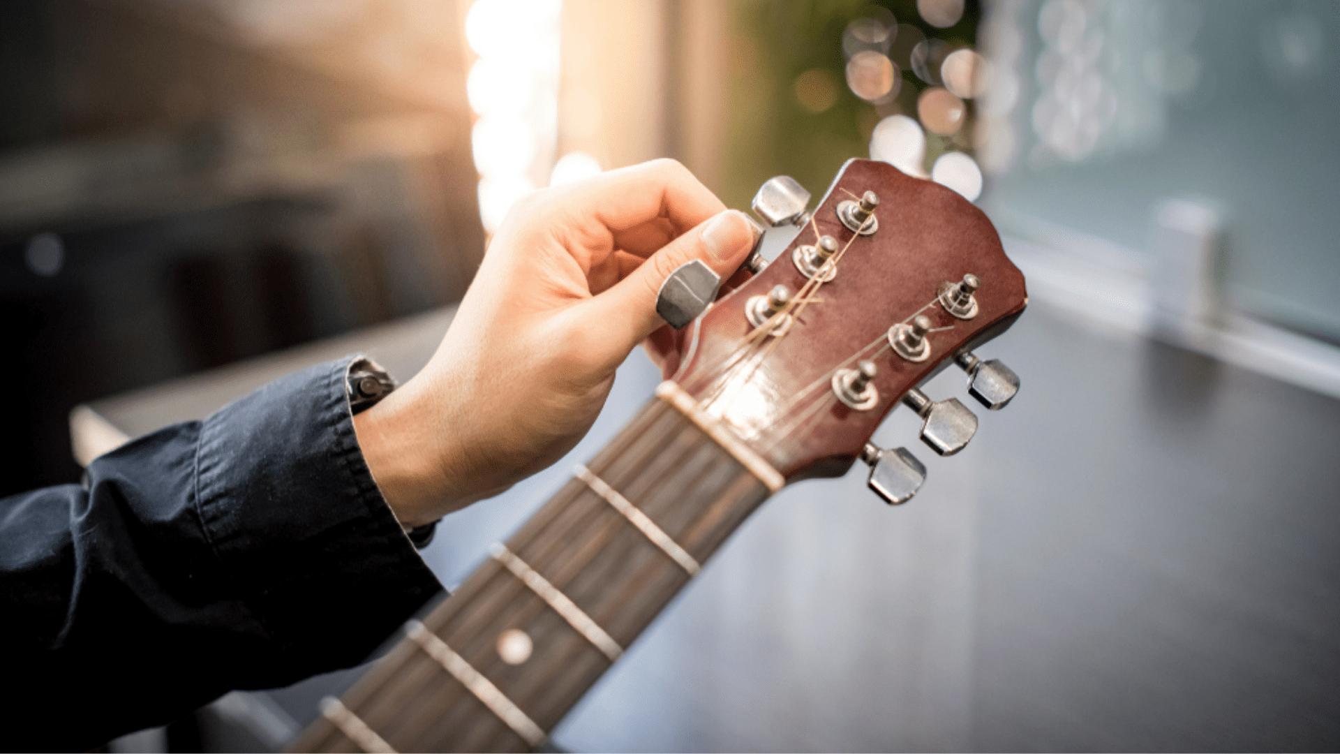 Veja a nossa seleção dos melhores afinadores de violão de 2021! (Imagem: Divulgação/Shutterstock)