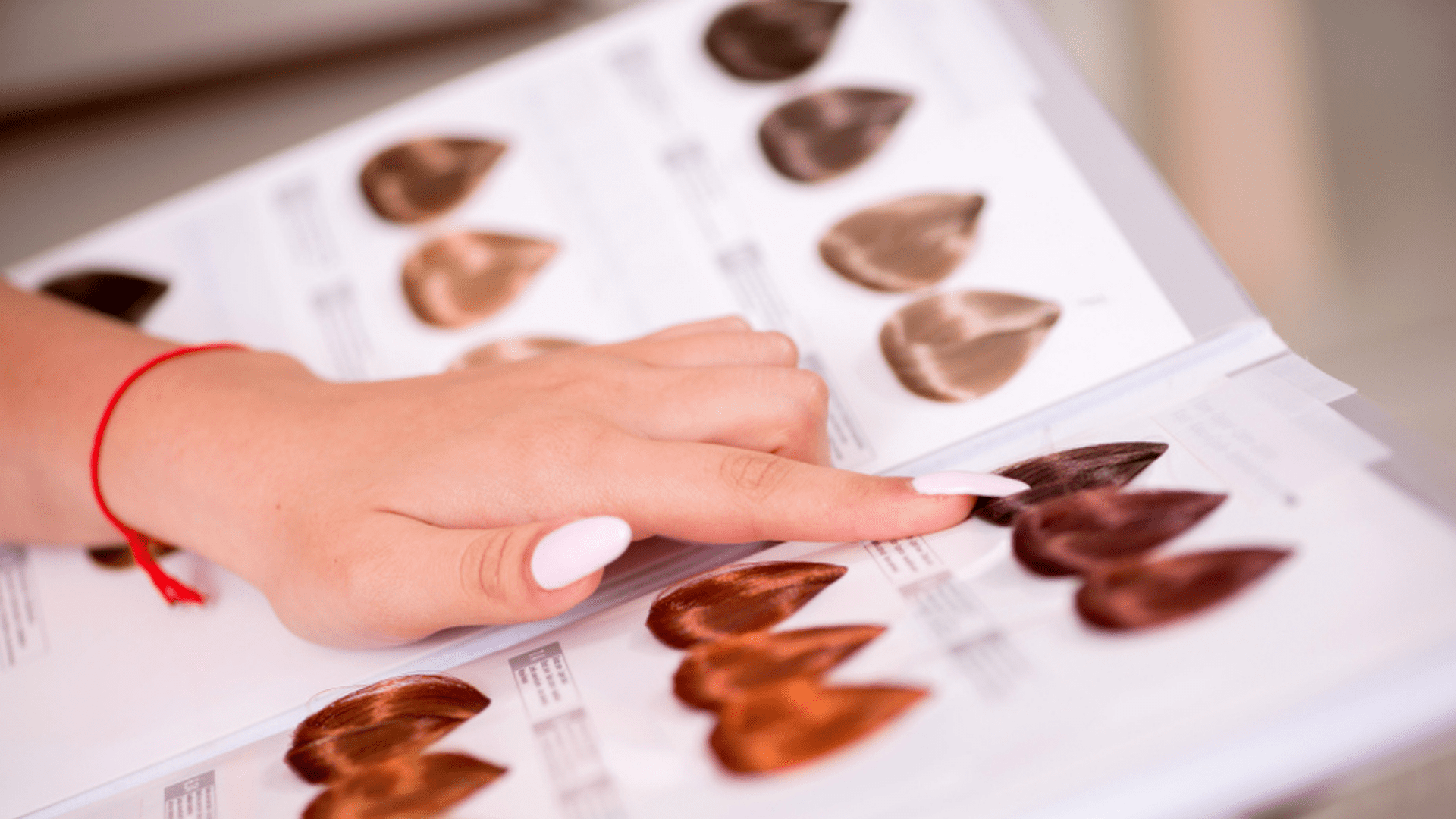 Entenda como escolher a cor da sua tinta de cabelo (Imagem: Reprodução/Shutterstock)