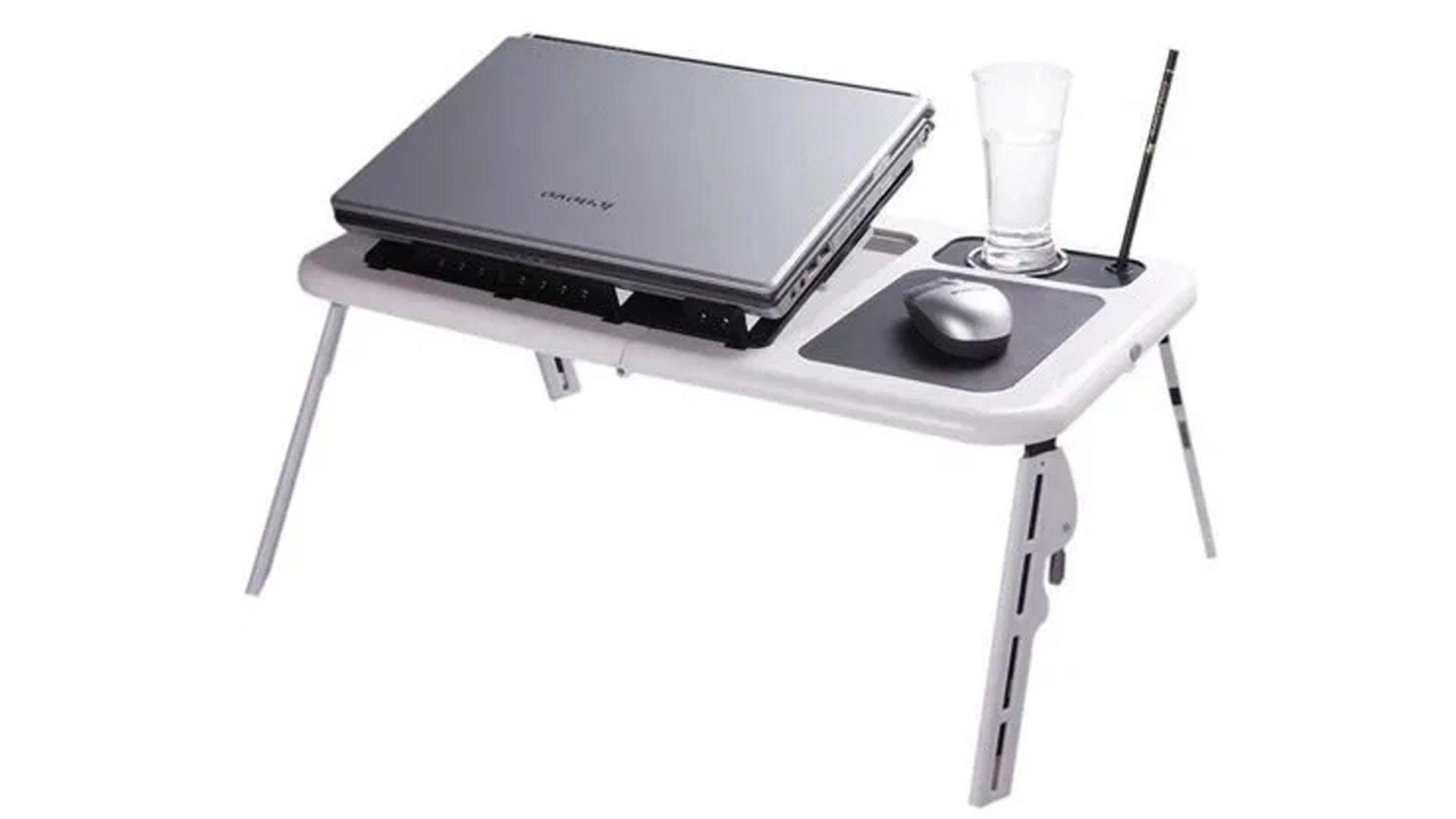 Uma mesa para notebook dobrável com coolers (Fonte: Reprodução)