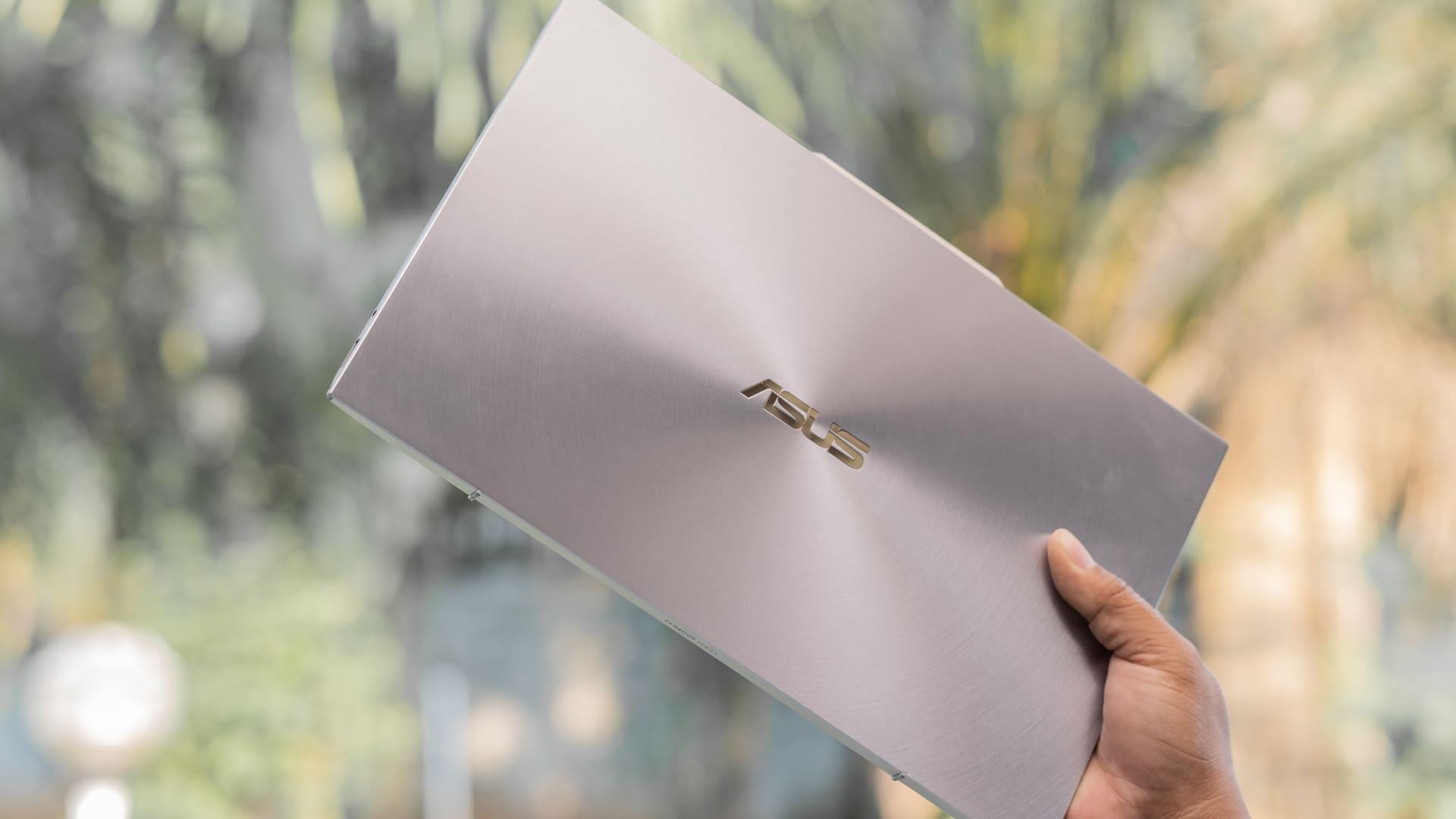 Notebook Asus é bom? Veja a nota da empresa no Reclame Aqui (Foto: Shutterstock)