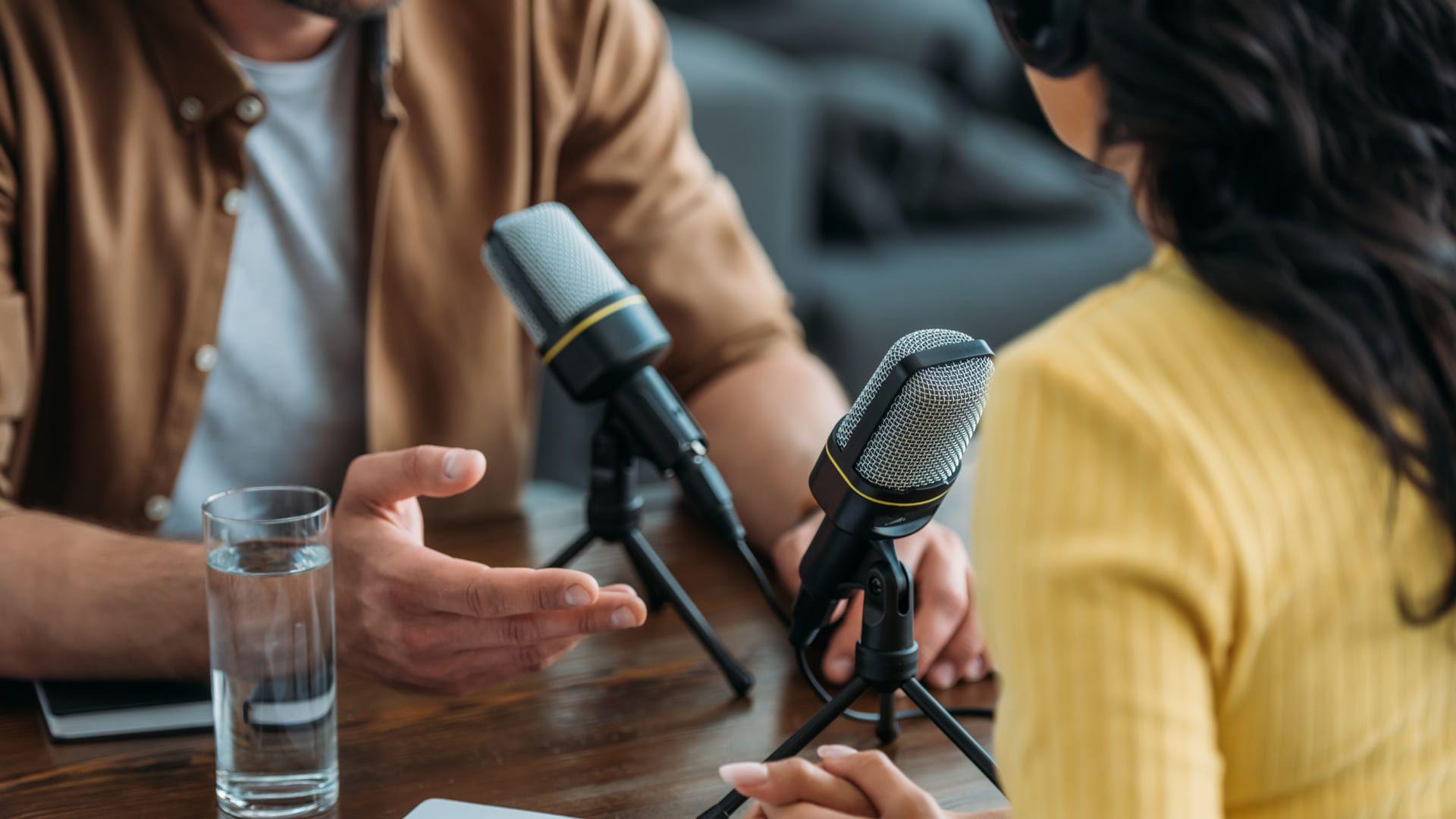 A popularidade do podcast cresceu nos últimos anos (Foto: Shutterstock/LightField Studios)
