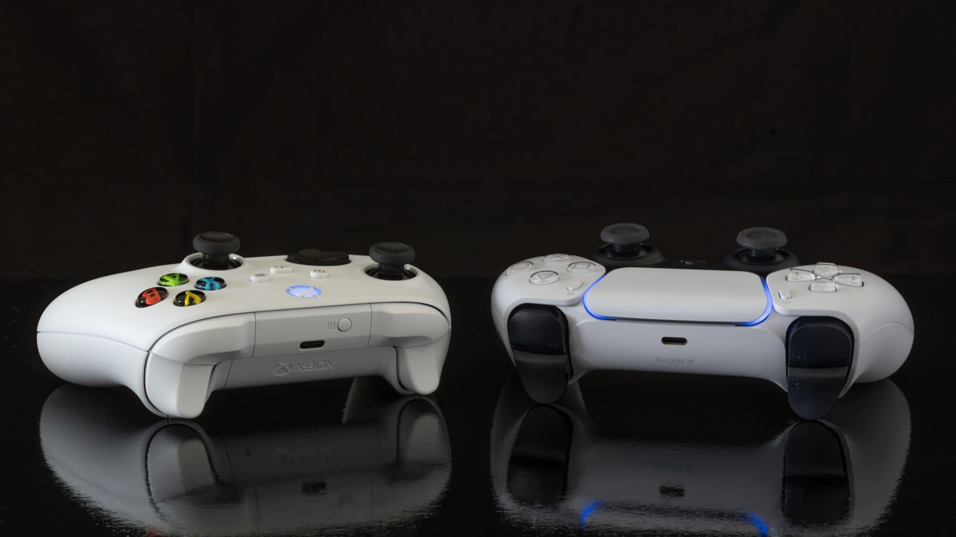 O Xbox Series X e PS5 possuem suporte ao Ray Tracing. (Foto: Shutterstock)