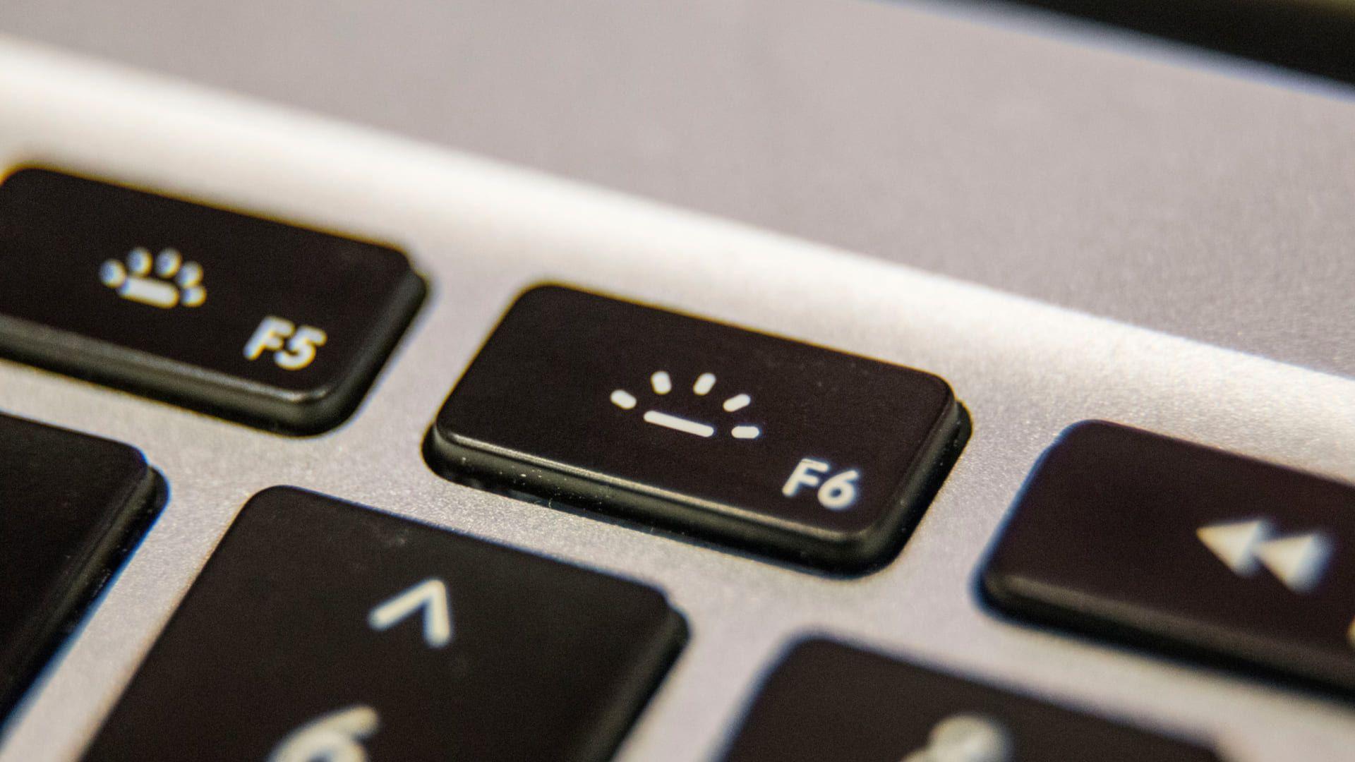 Use as teclas de atalho do seu teclado para ajustar o brilho do notebook (Fonte: Shutterstock)