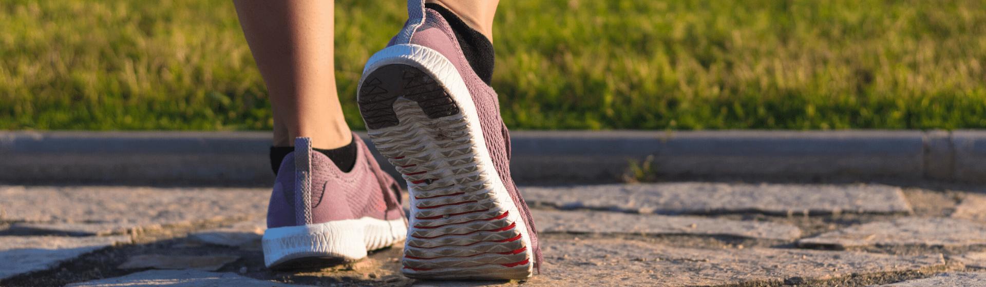 Tênis para caminhada mais vendidos em abril de 2021