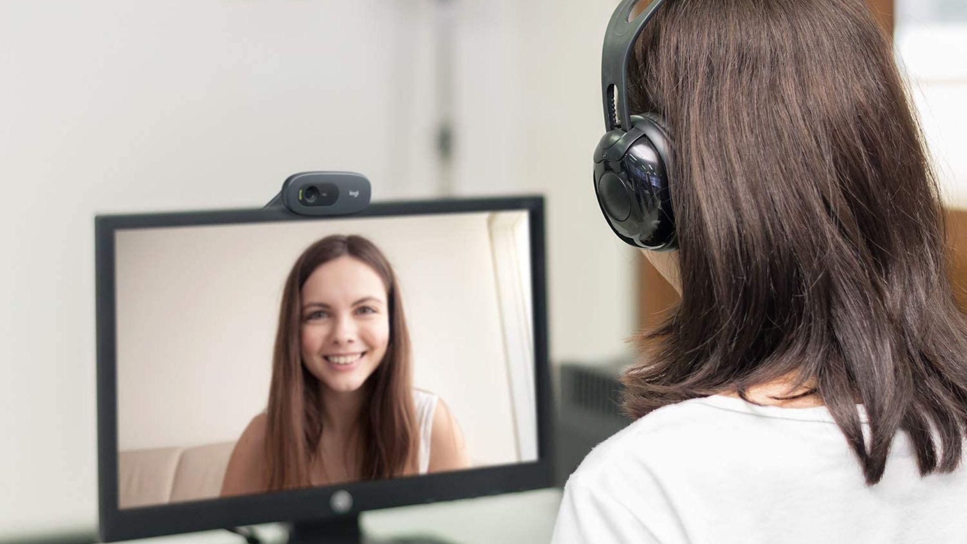 A webcam Logitech C270 possui resolução HD (1280 x 720 pixels) a 30 quadros por segundo, atendendo as necessidades de quem procura uma webcam para o home office (Foto: Divulgação/Logitech)