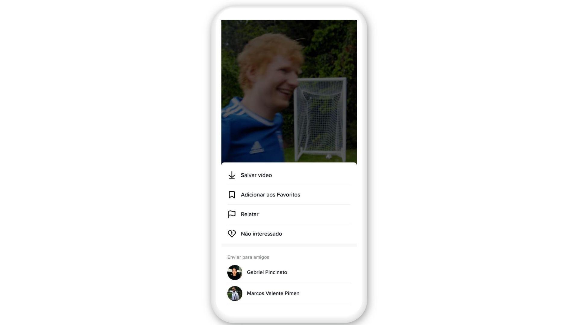 Segure por alguns segundos na tela para abrir o menu e salvar o vídeo (Foto: Reprodução/TikTok)