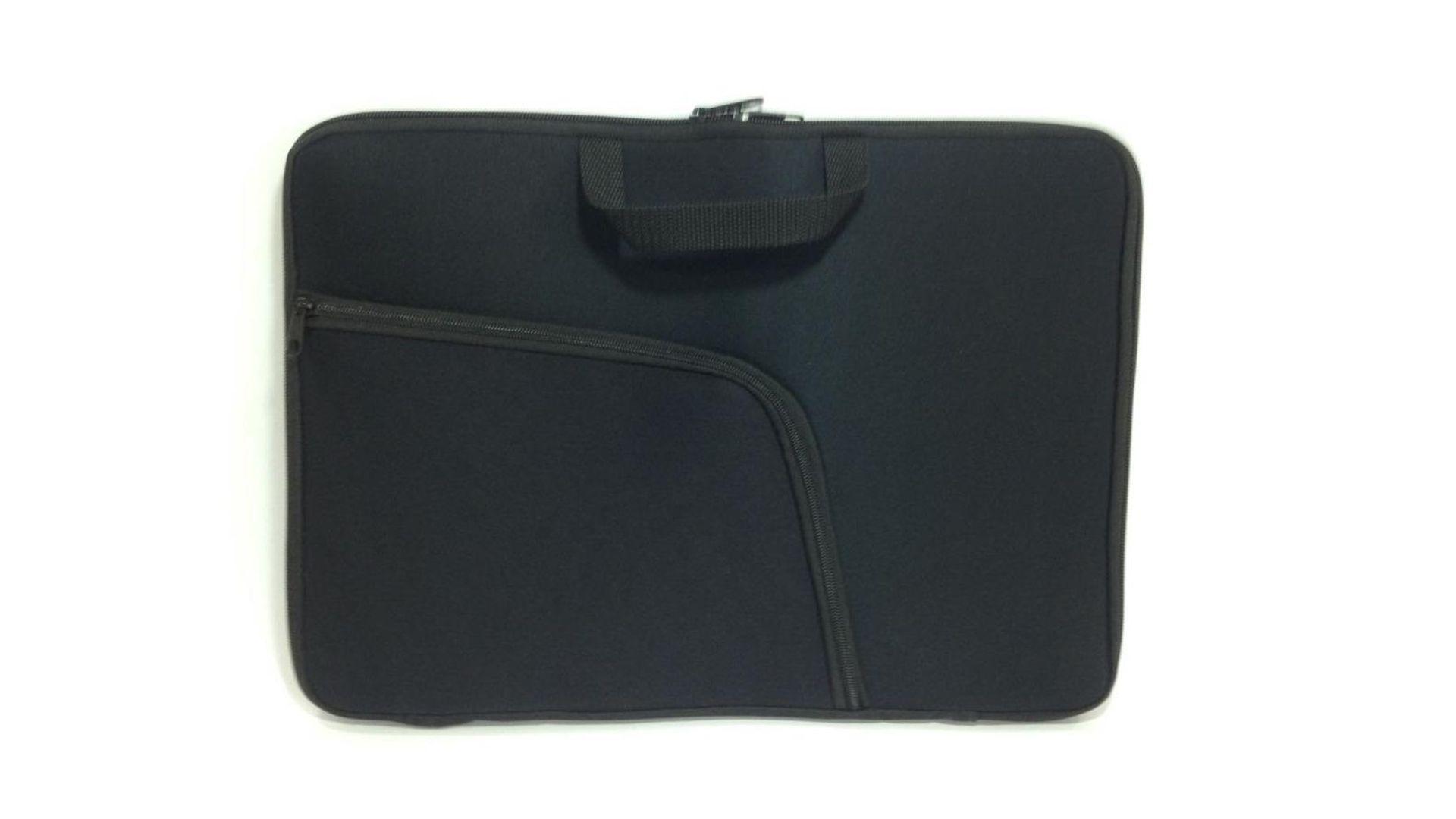 A capa de notebook com bolso é ideal para dispostivos com até 15,6 polegadas (Fonte: Reprodução)