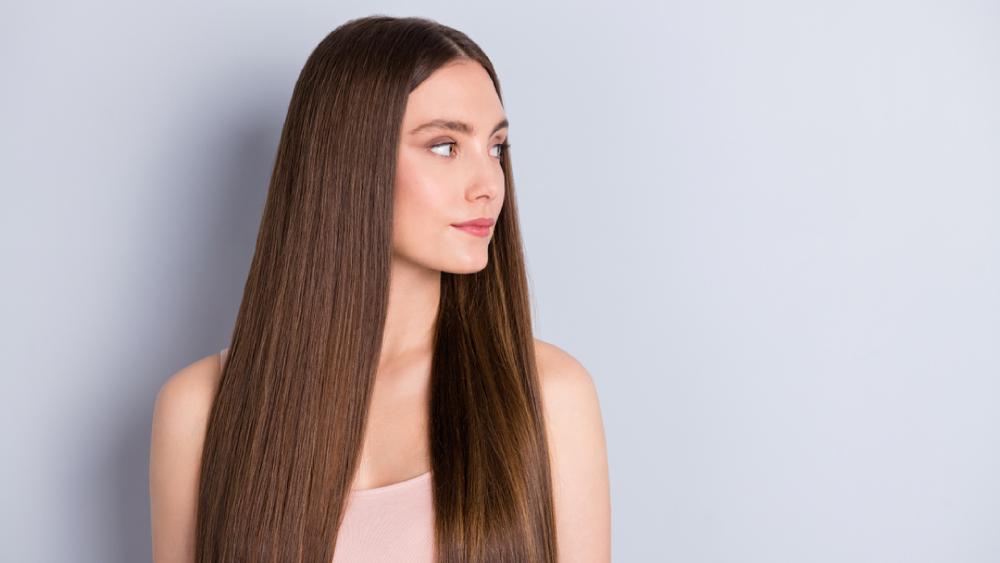 Entenda como alisar o cabelo (Imagem: Reprodução/Shutterstock)